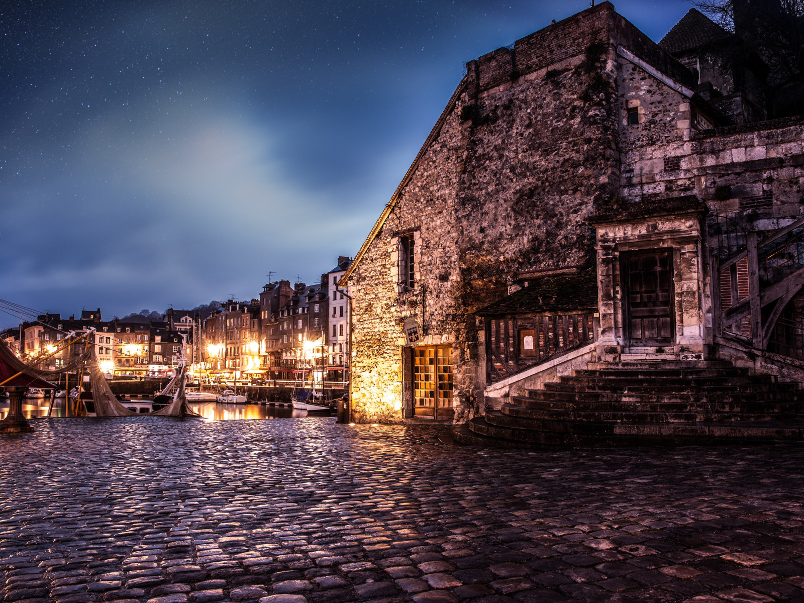 Night in Honfleur, France wallpaper 1600x1200