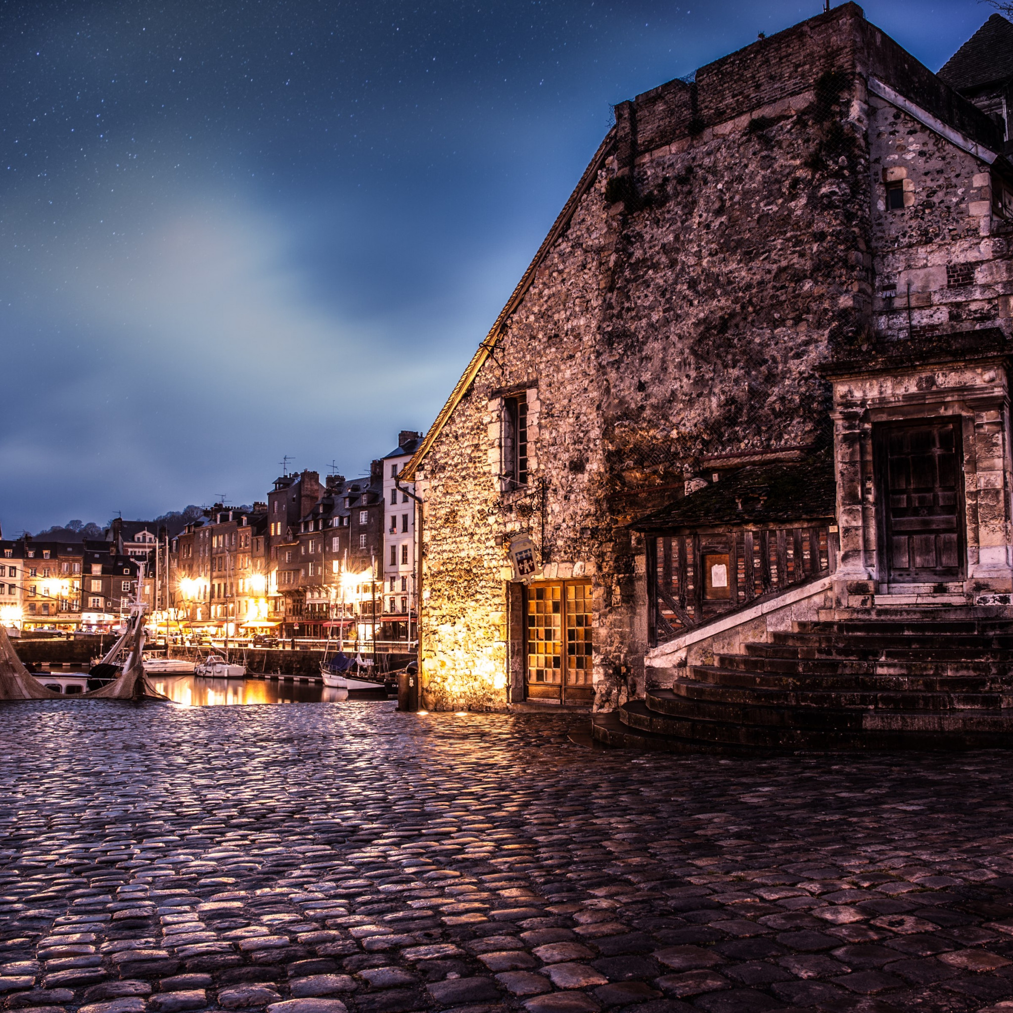 Night in Honfleur, France wallpaper 2048x2048