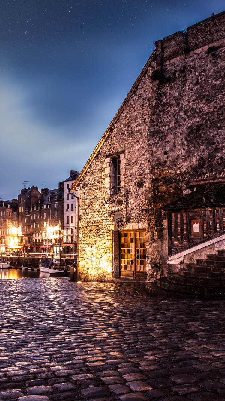 Night in Honfleur, France wallpaper 750x1334