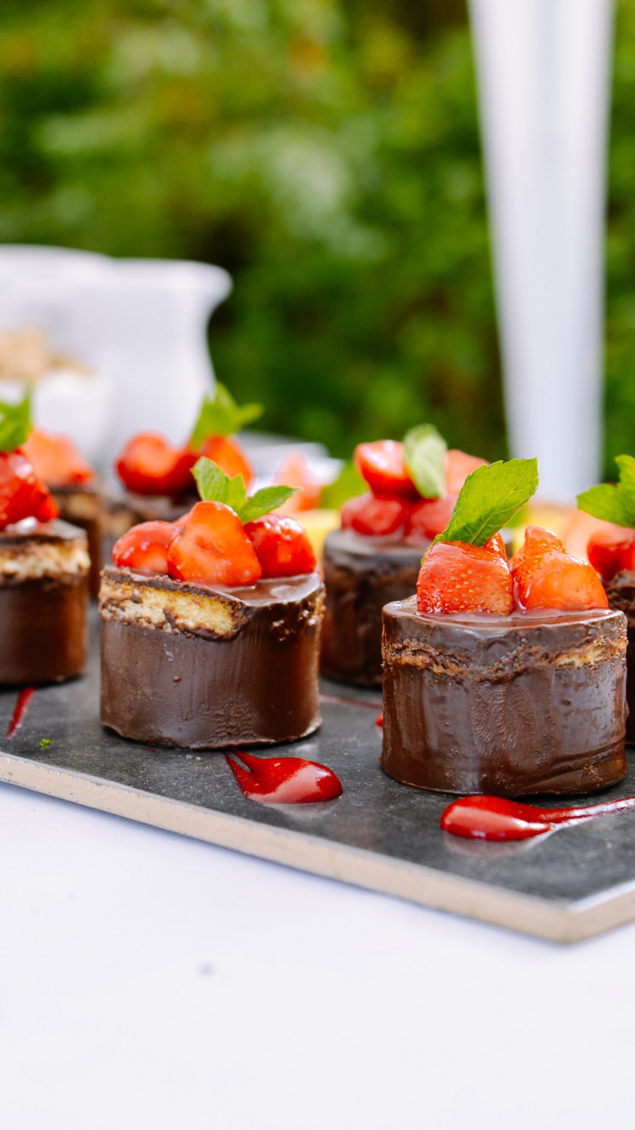 Chocolate cakes with strawberries wallpaper 1242x2208