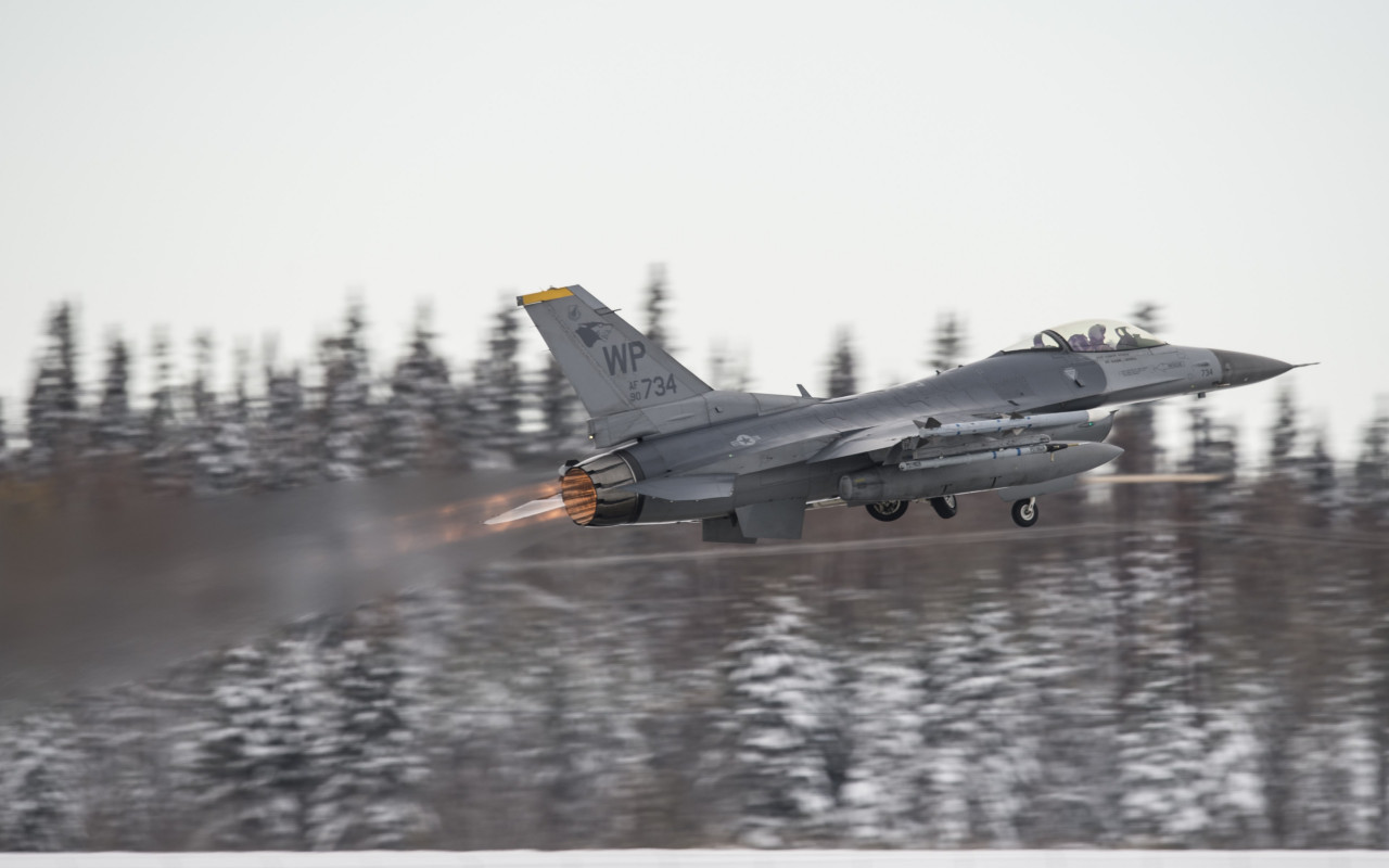 F16 Fighting Falcon wallpaper 1280x800