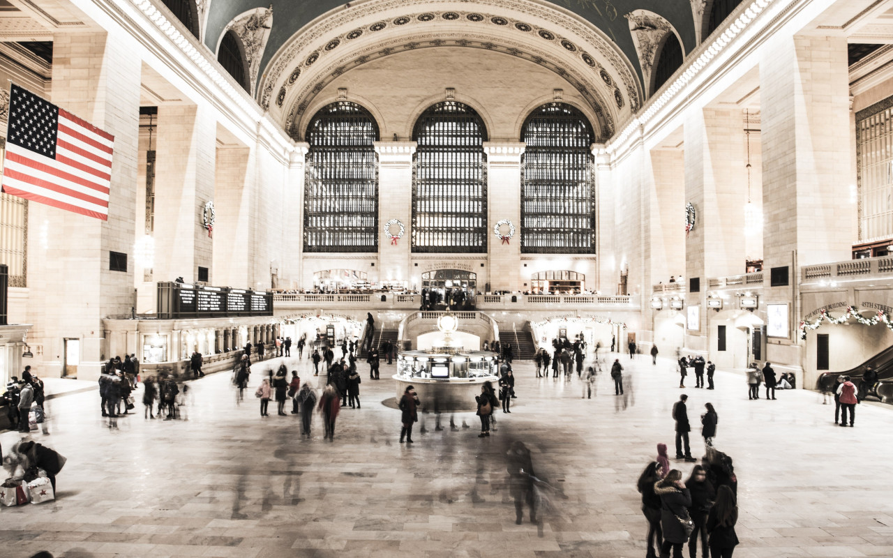 People in NYC Grand Central Terminal wallpaper 1280x800