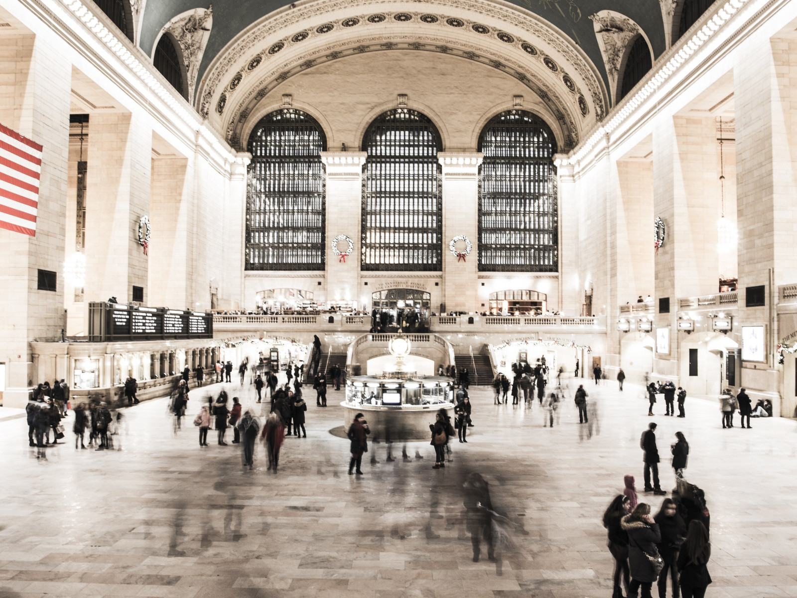 People in NYC Grand Central Terminal wallpaper 1600x1200