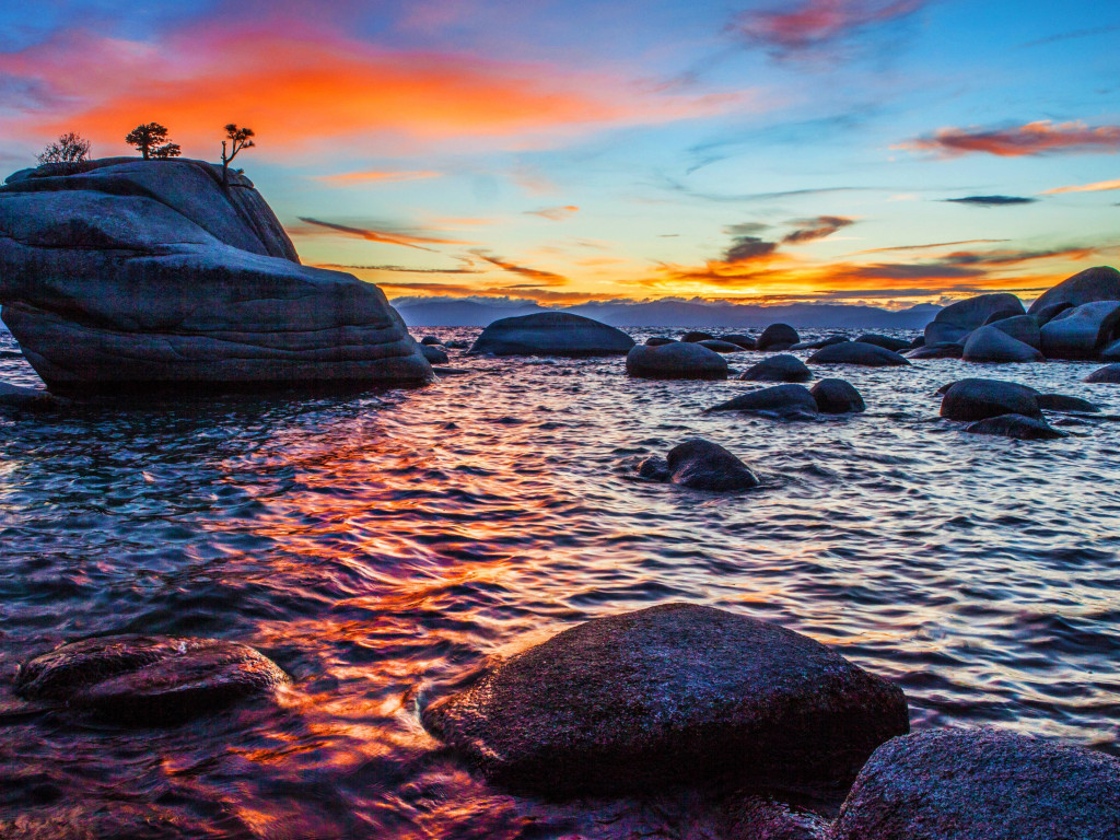 Bonsai Rock sunset at Lake Tahoe wallpaper 1024x768