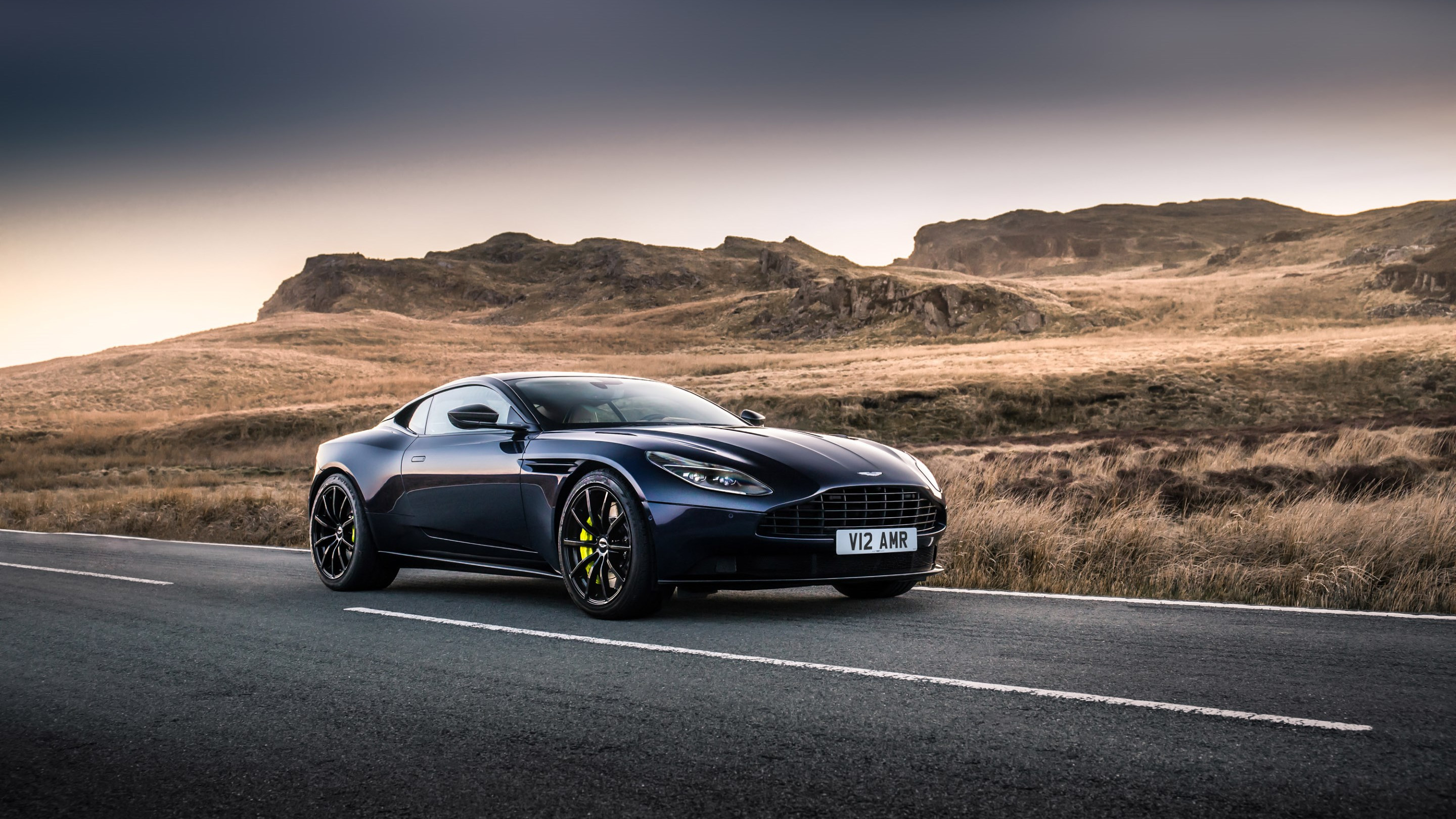 Aston Martin DB11 AMR wallpaper 2880x1620