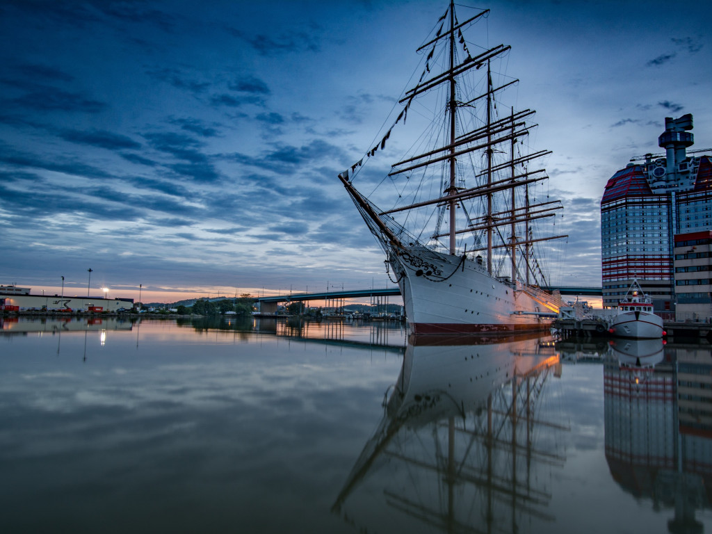 Historic wooden sailing ship in Gothenburg Harbour | 1024x768 wallpaper