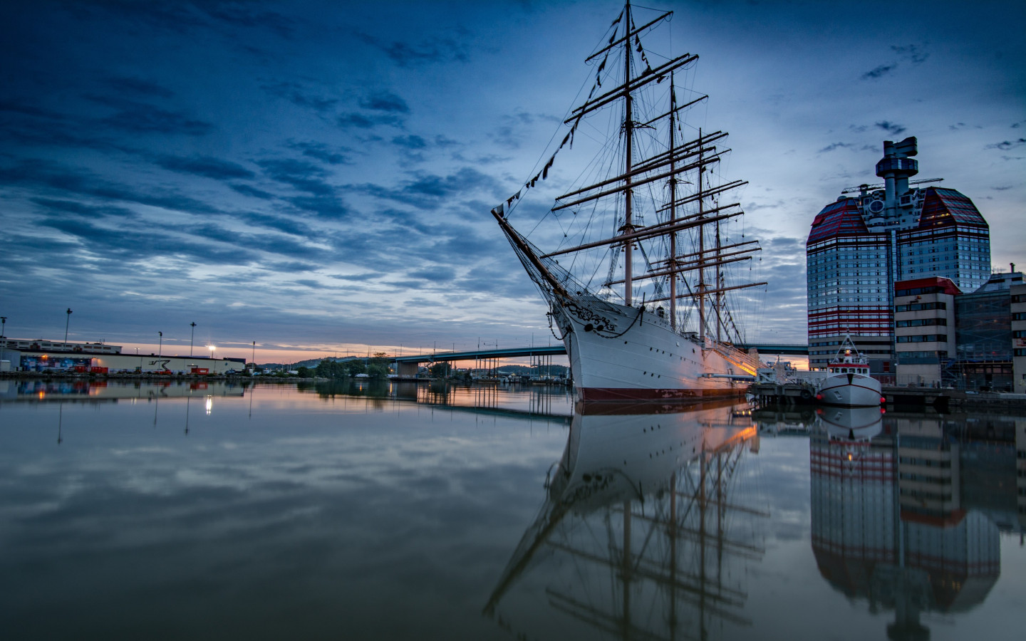 Historic wooden sailing ship in Gothenburg Harbour wallpaper 1440x900
