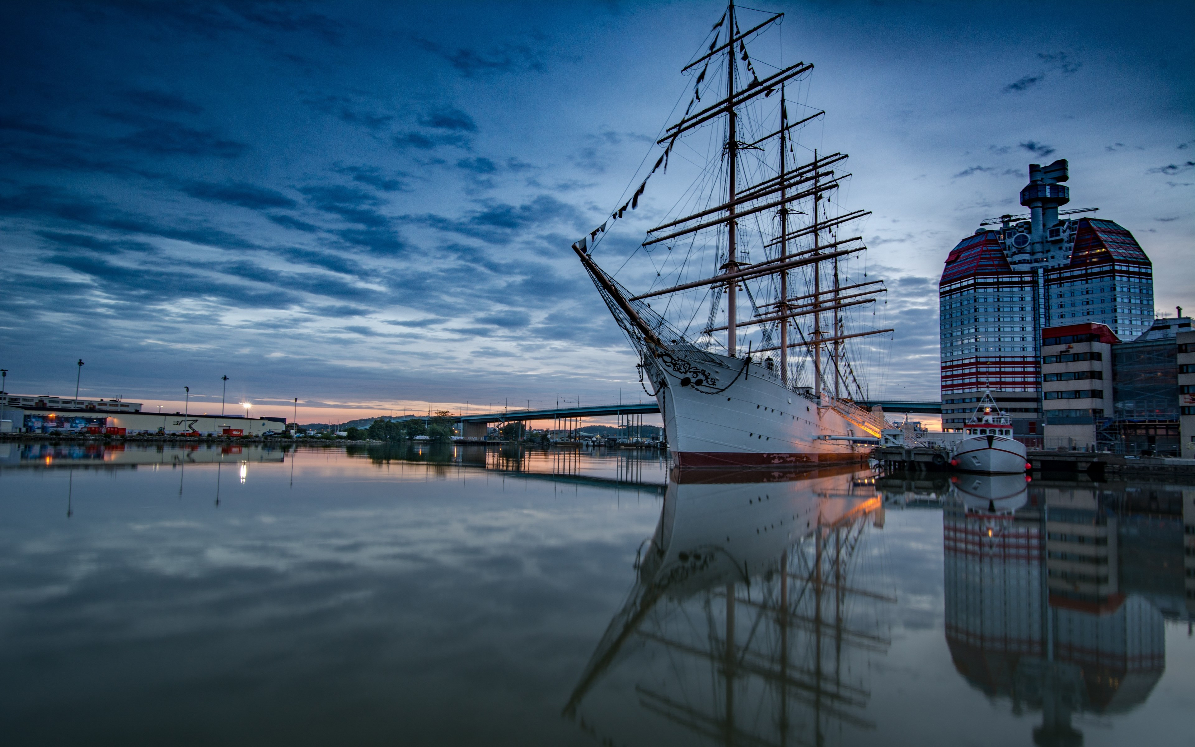 Historic wooden sailing ship in Gothenburg Harbour | 3840x2400 wallpaper
