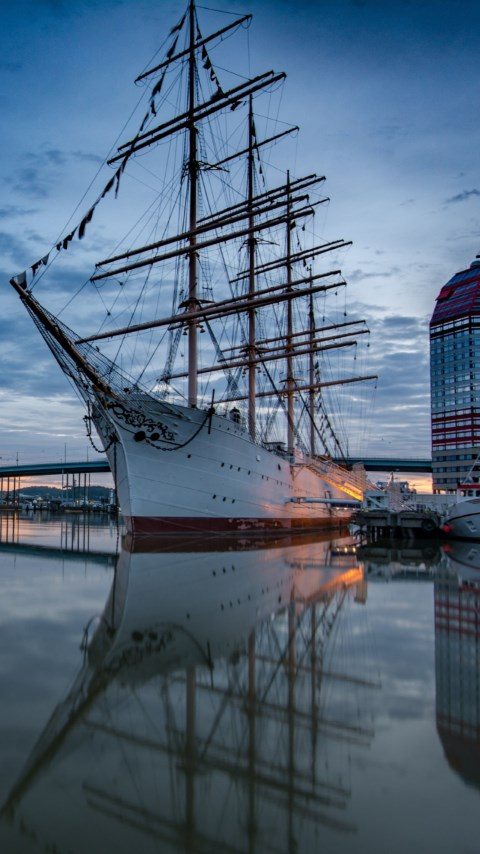 Historic wooden sailing ship in Gothenburg Harbour wallpaper 480x854