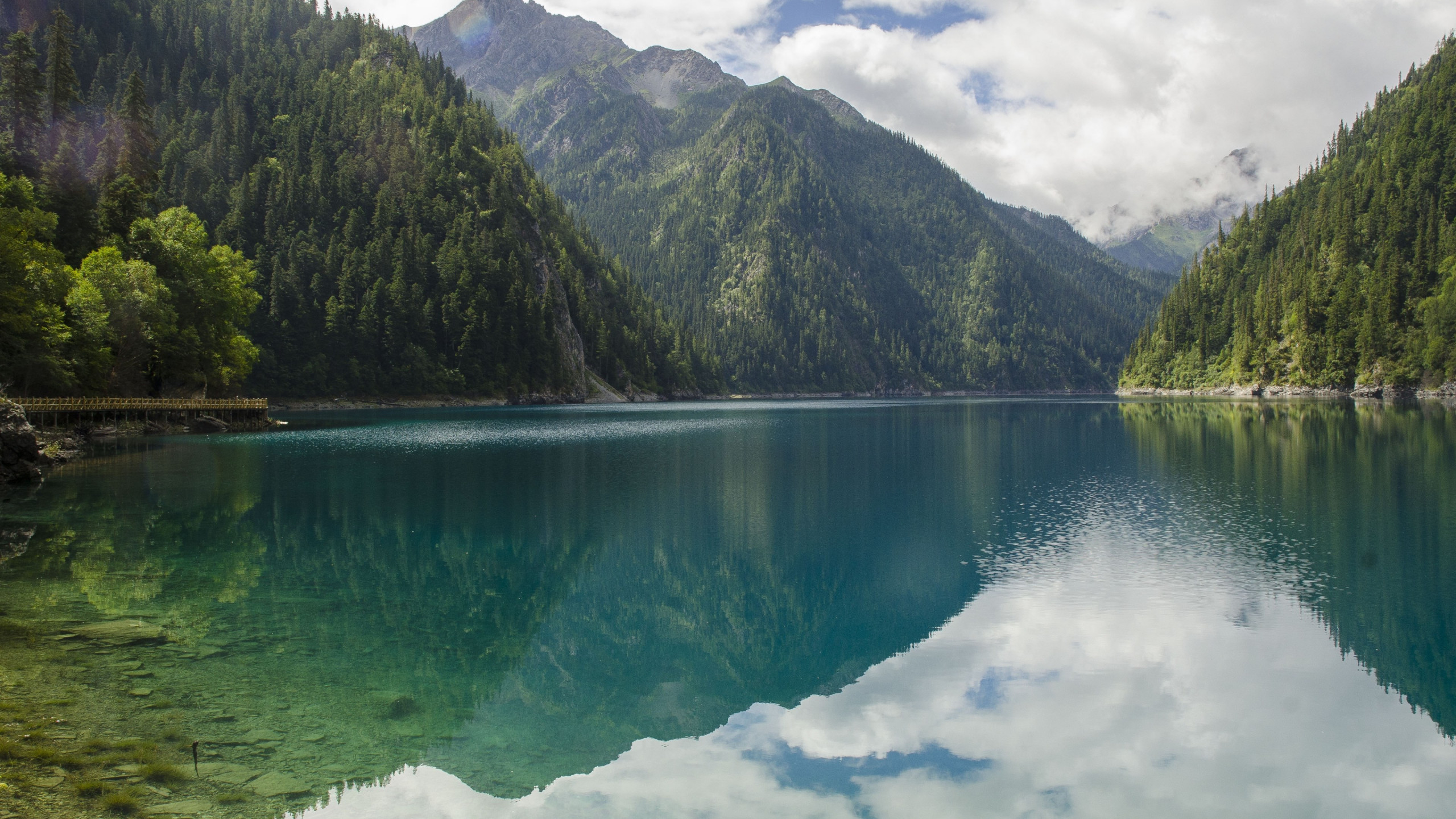 Landscape from Jiuzhaigou valley wallpaper 2560x1440