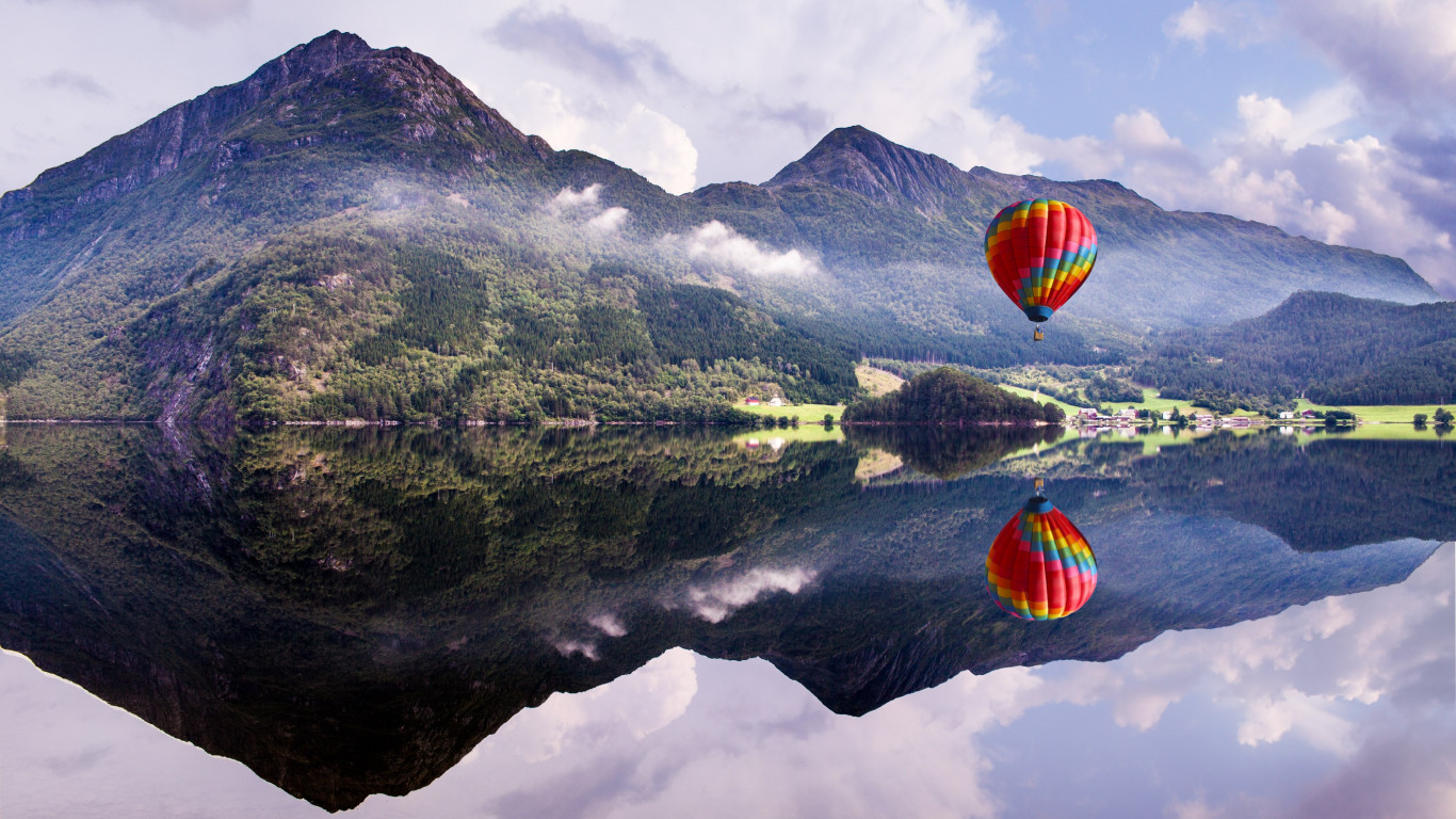 Fly in a hot air balloon wallpaper 1366x768