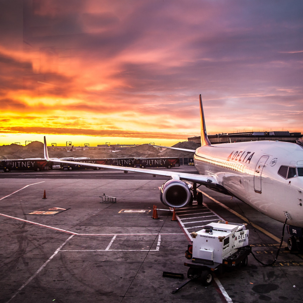 Delta Aircraft on JFK Airport wallpaper 1024x1024