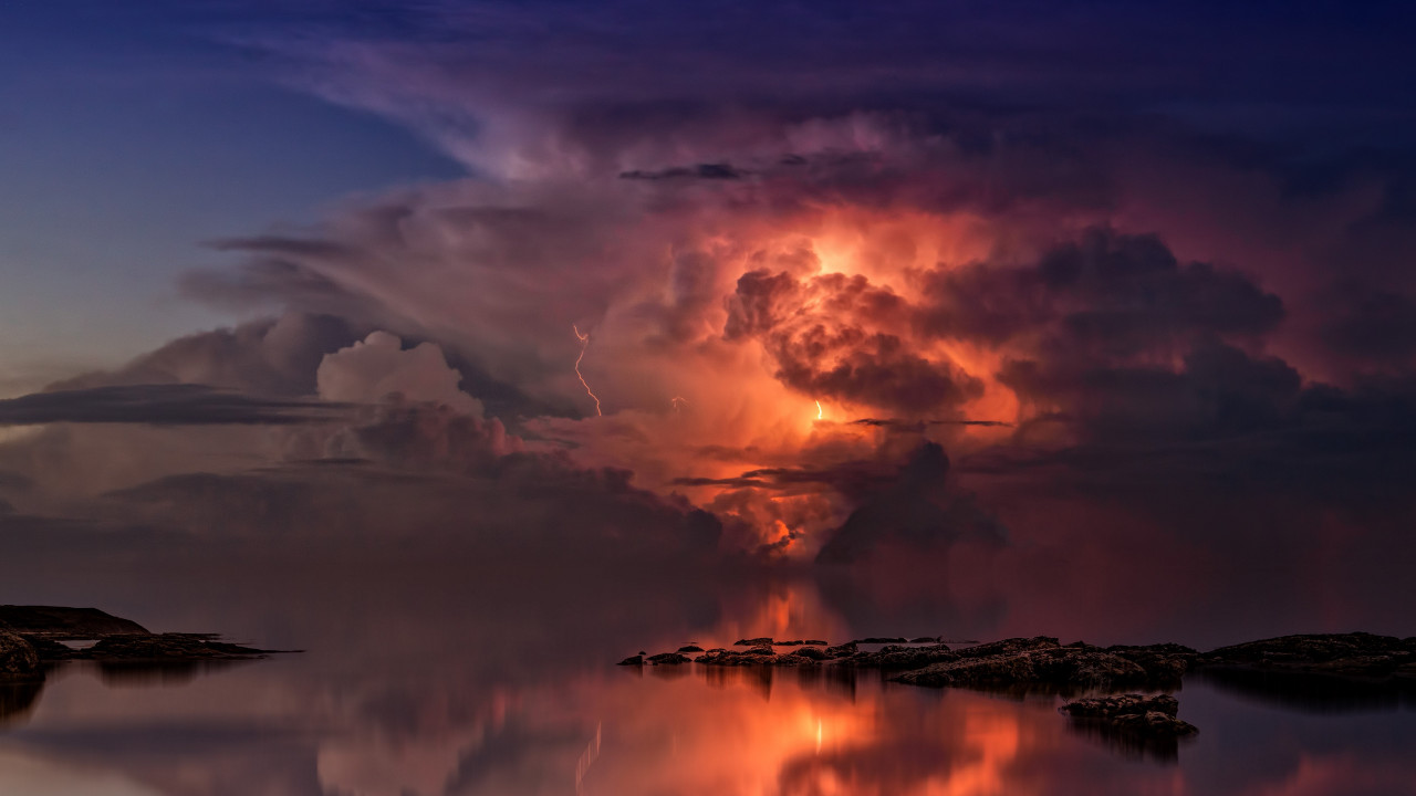 Lightning and thunderstorm in the sky wallpaper 1280x720