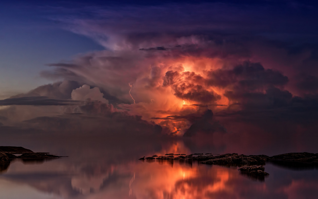 Lightning and thunderstorm in the sky wallpaper 1280x800