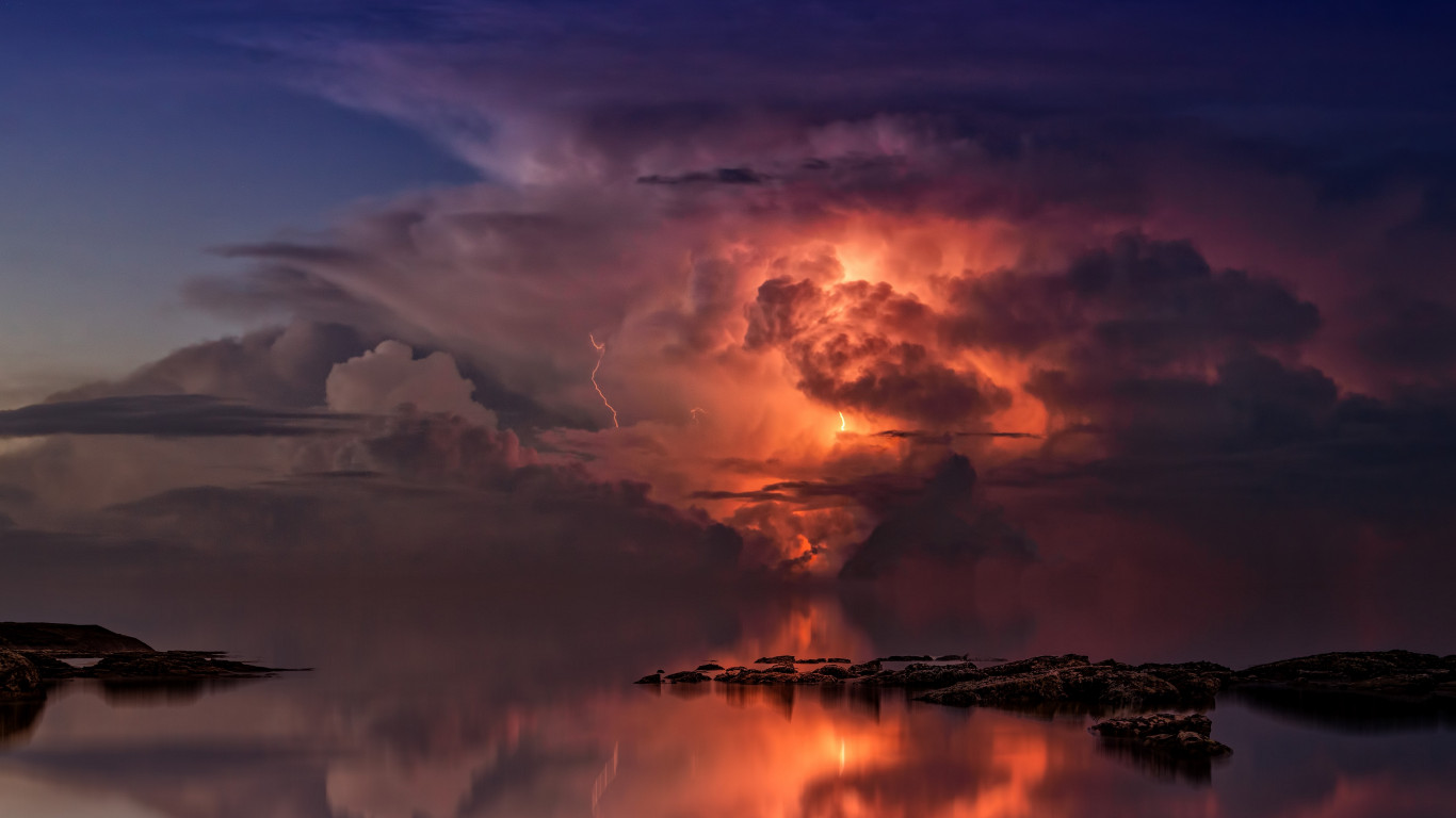 Lightning and thunderstorm in the sky wallpaper 1366x768