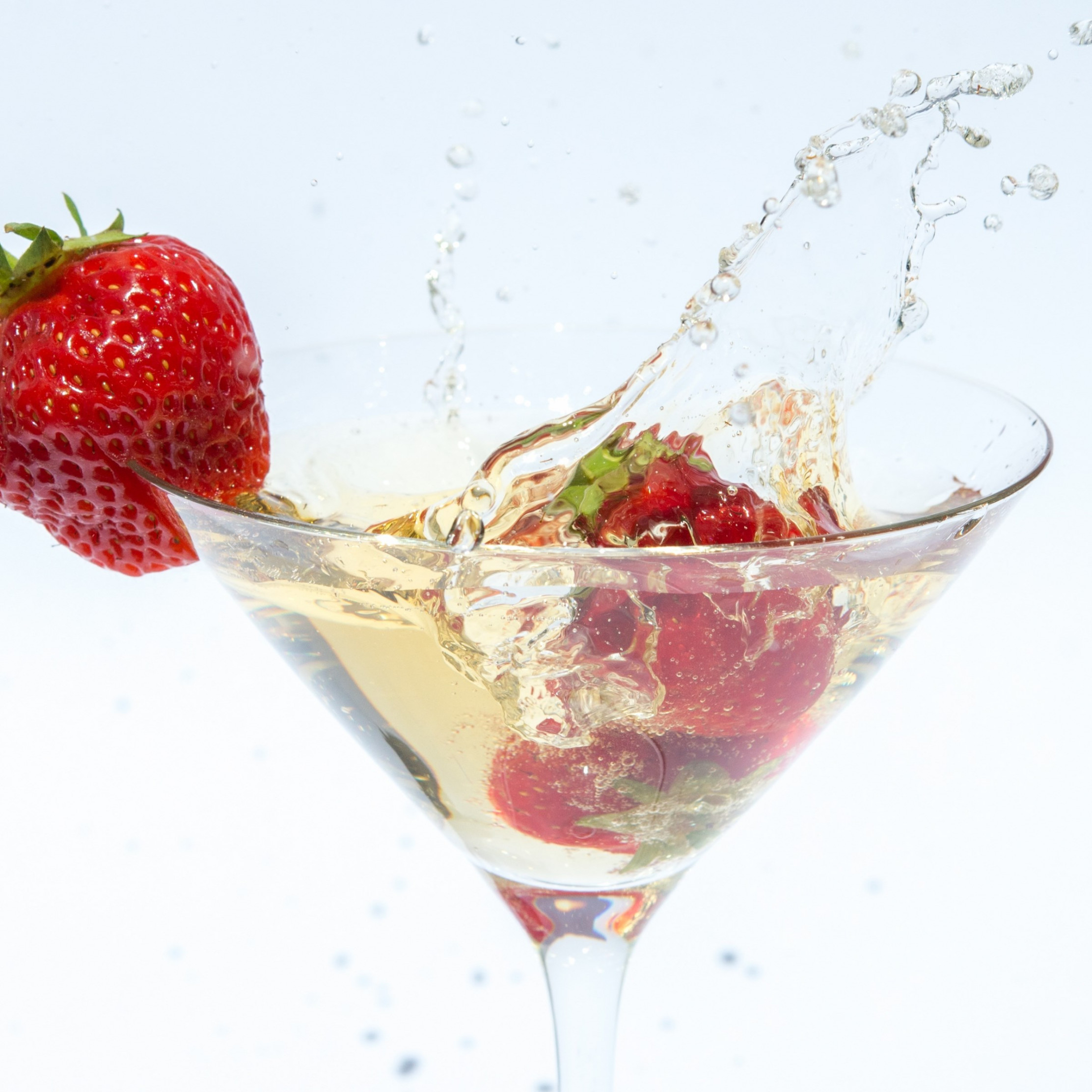 Champagne with strawberries wallpaper 2224x2224