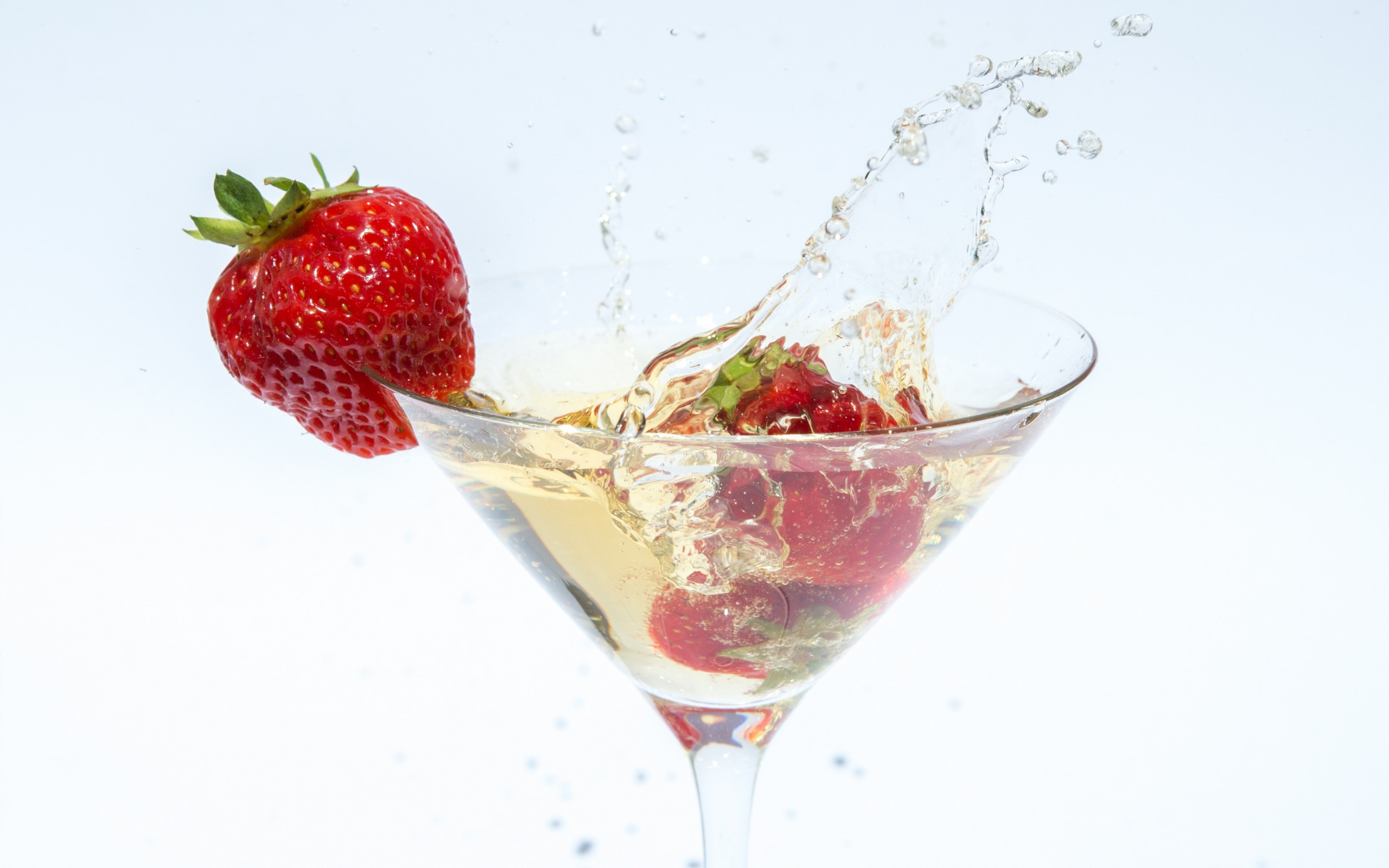 Champagne with strawberries wallpaper 2560x1600