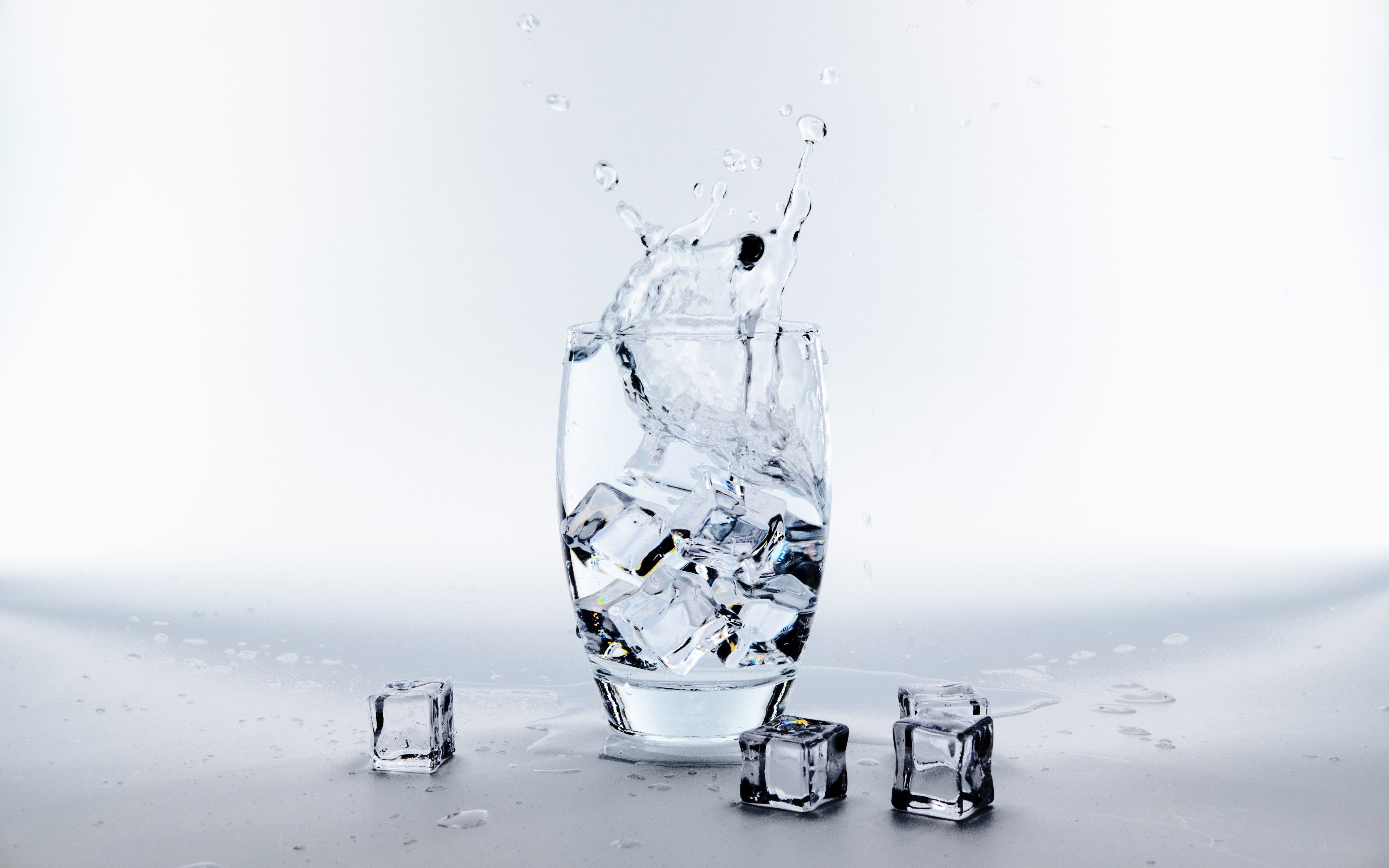 Download Wallpaper Water Glass With Ice Cubes 3840x2400