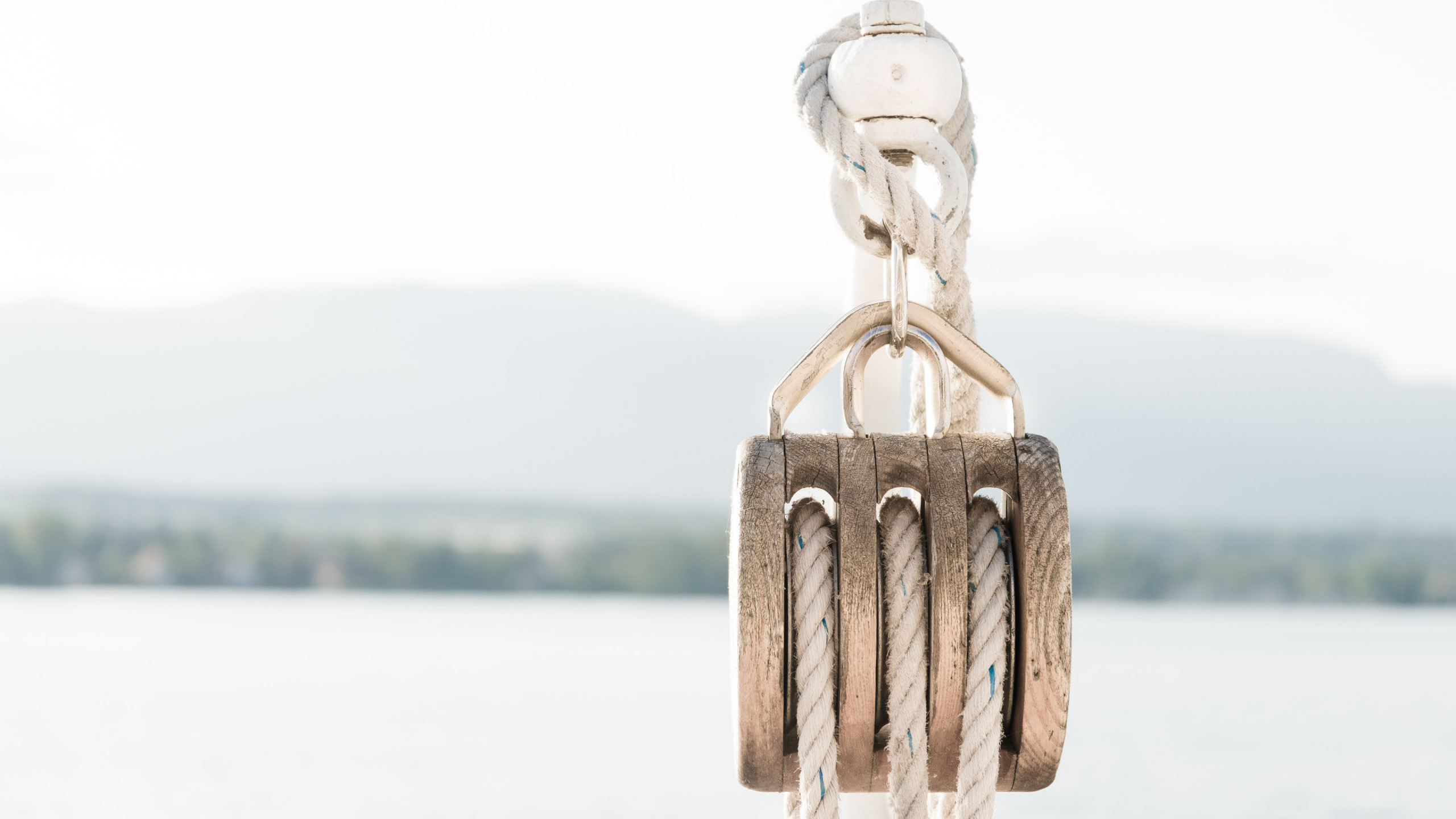 Pulley on a boat wallpaper 2560x1440