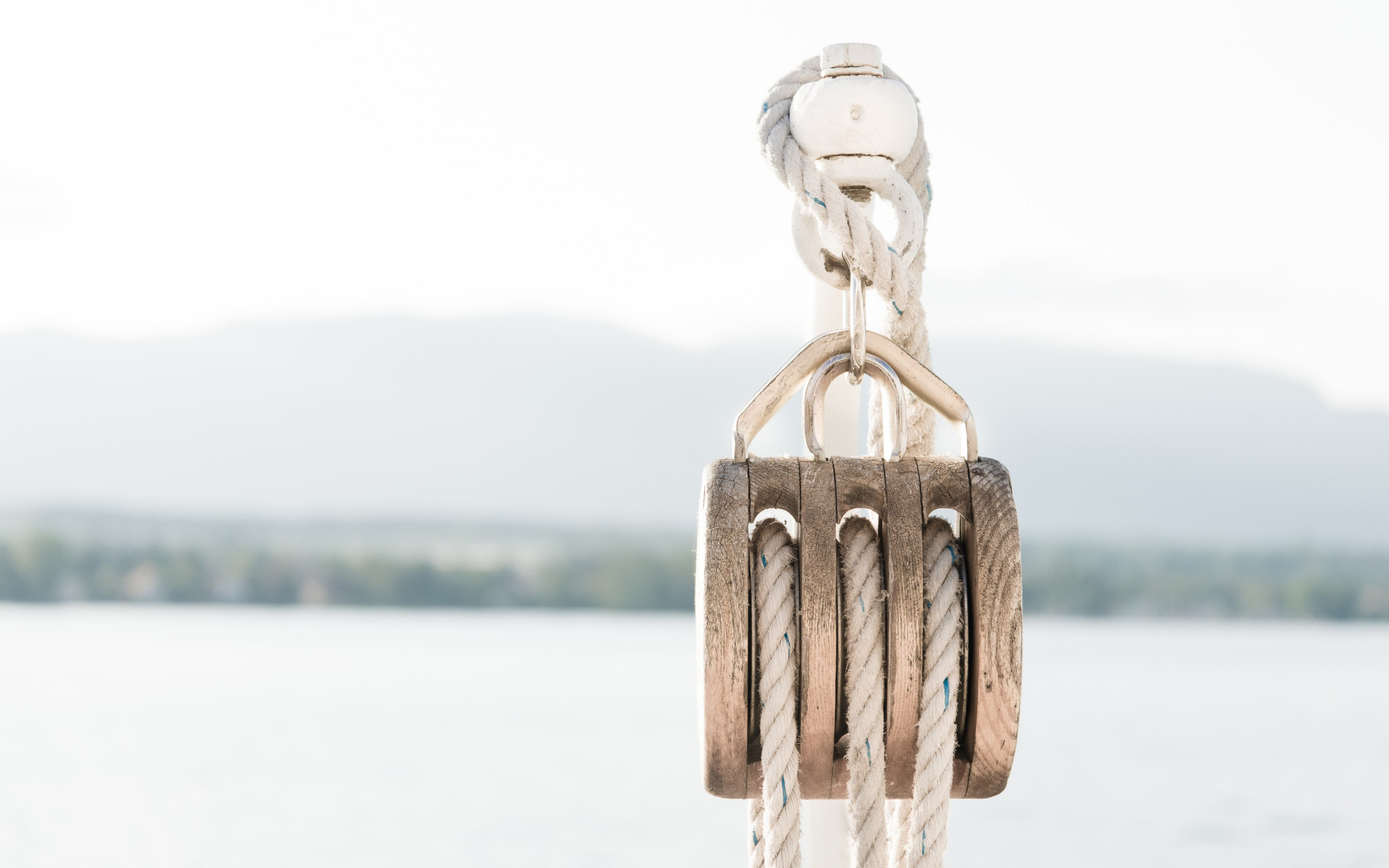 Pulley on a boat wallpaper 2560x1600