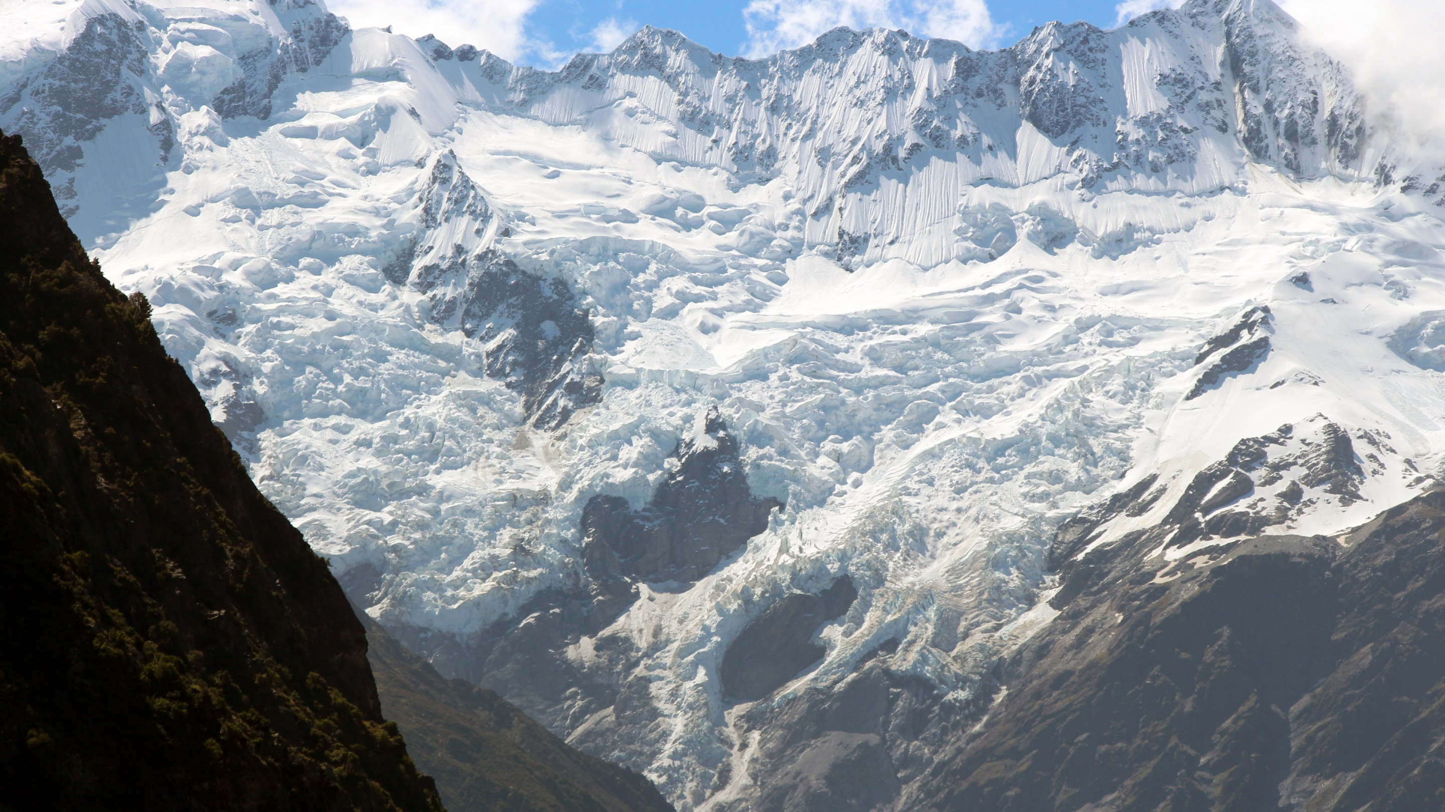 Hooker glacier from Aoraki, New Zealand wallpaper 2880x1620