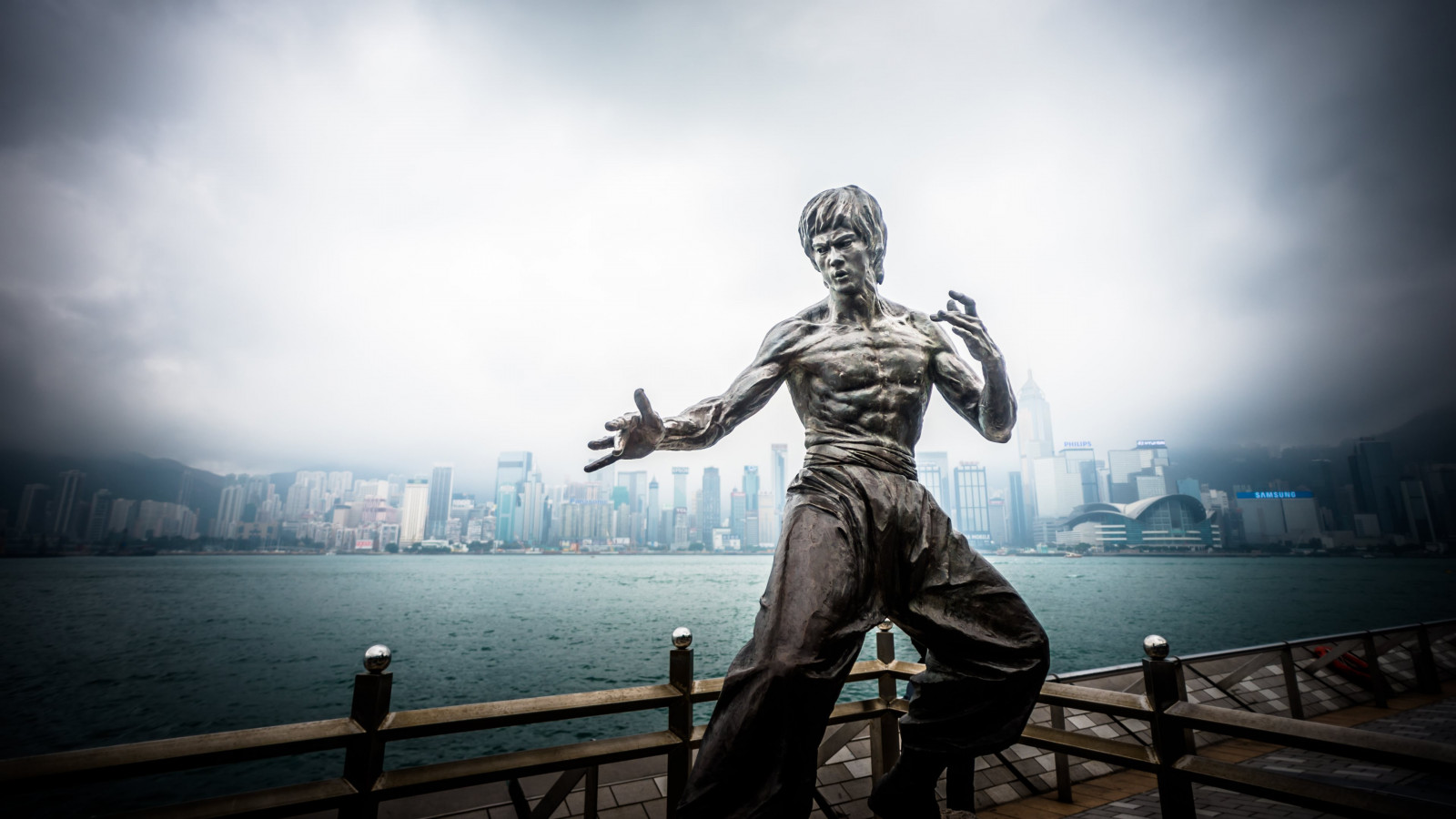 Bruce Lee statue from Hong Kong wallpaper 1600x900