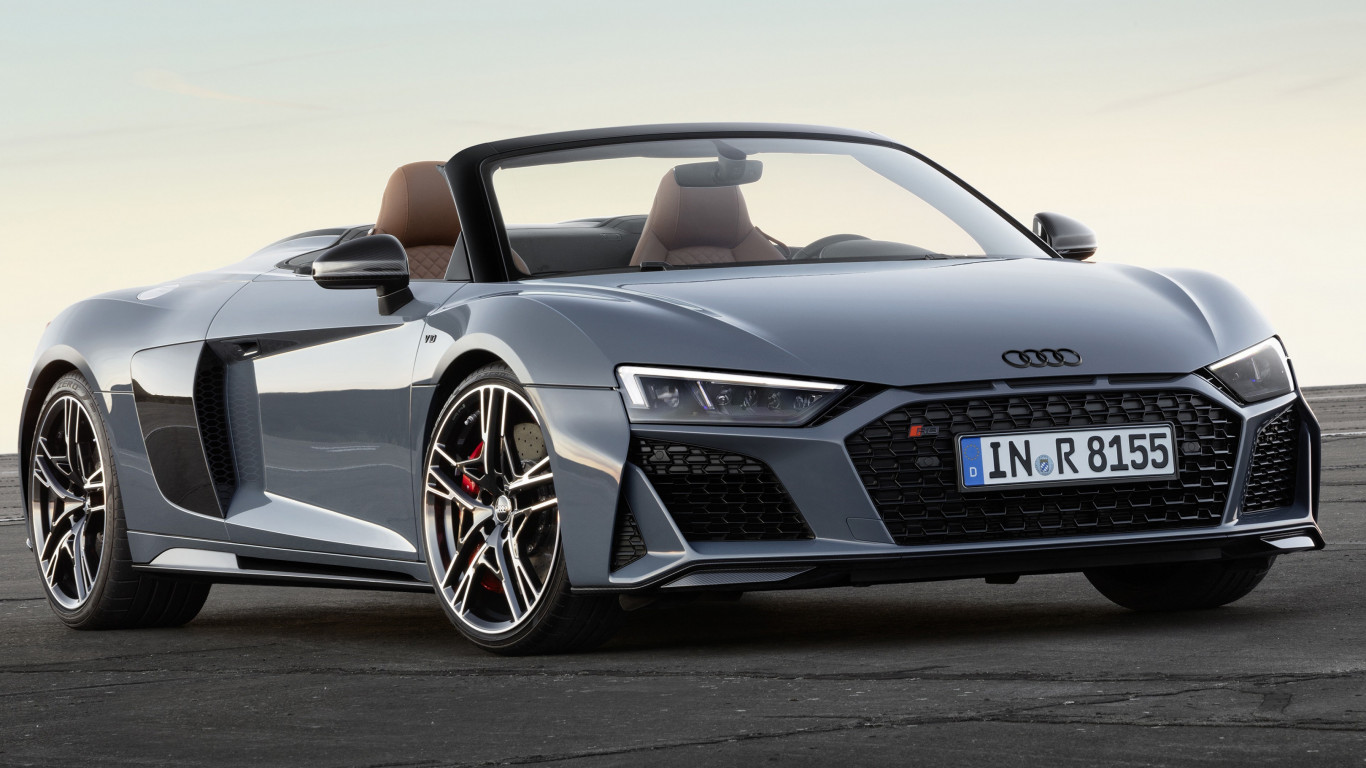 Audi R8 V10 Spyder wallpaper 1366x768
