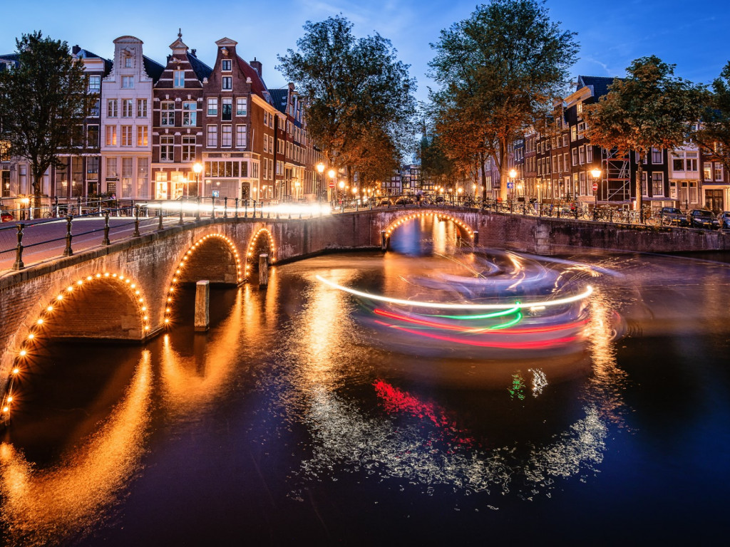 Amsterdam by night wallpaper 1024x768