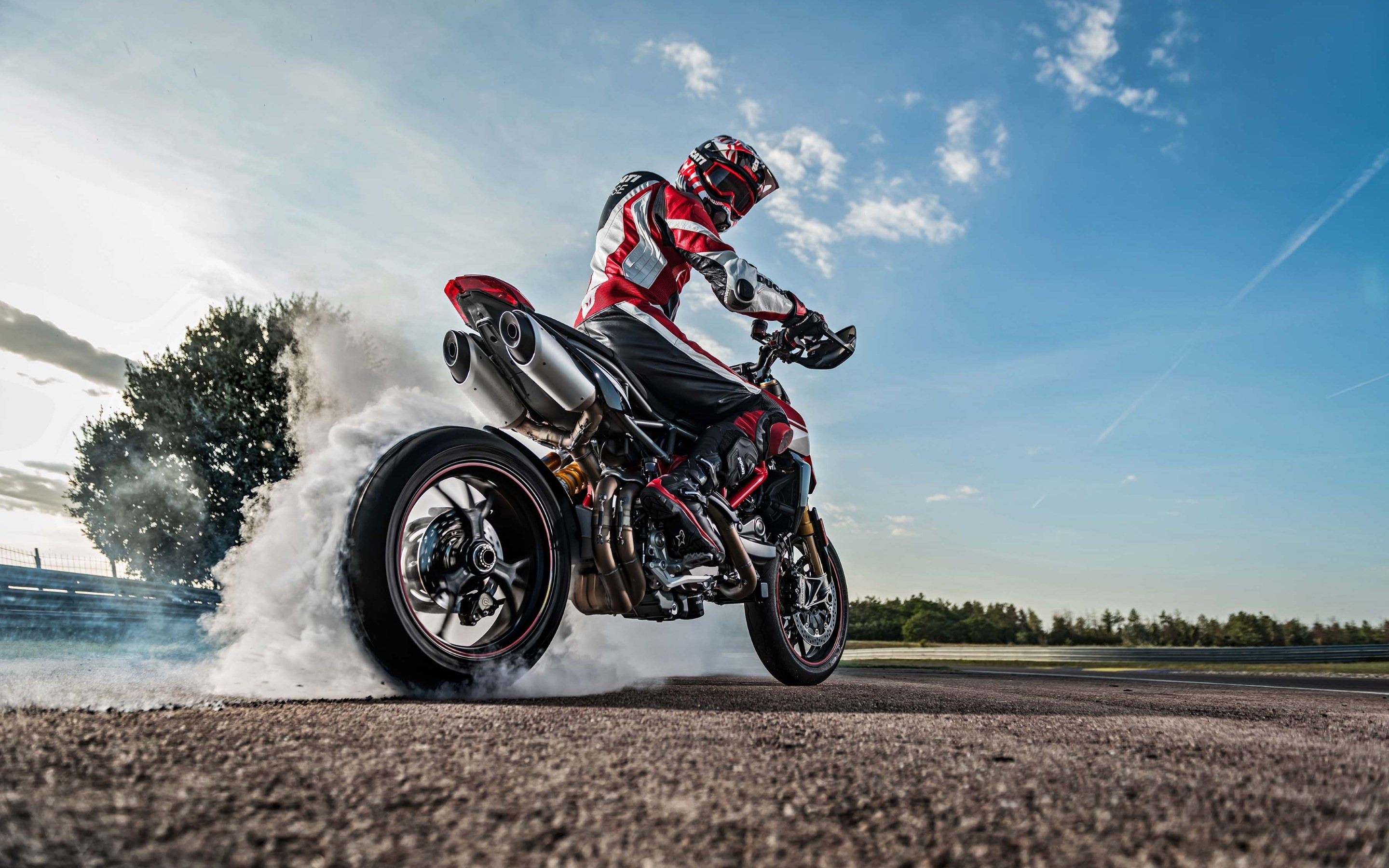 Ducati Hypermotard 950 wallpaper 2880x1800