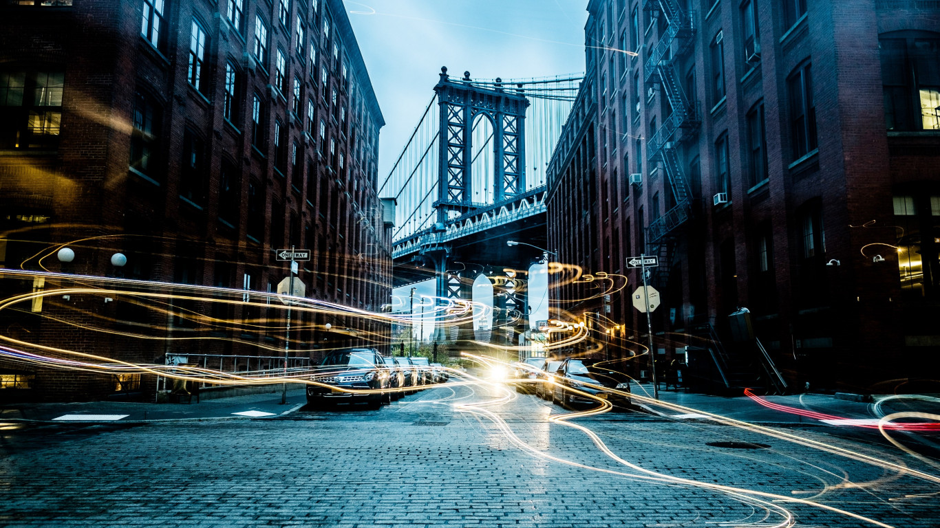 Light painting on New York streets | 1366x768 wallpaper