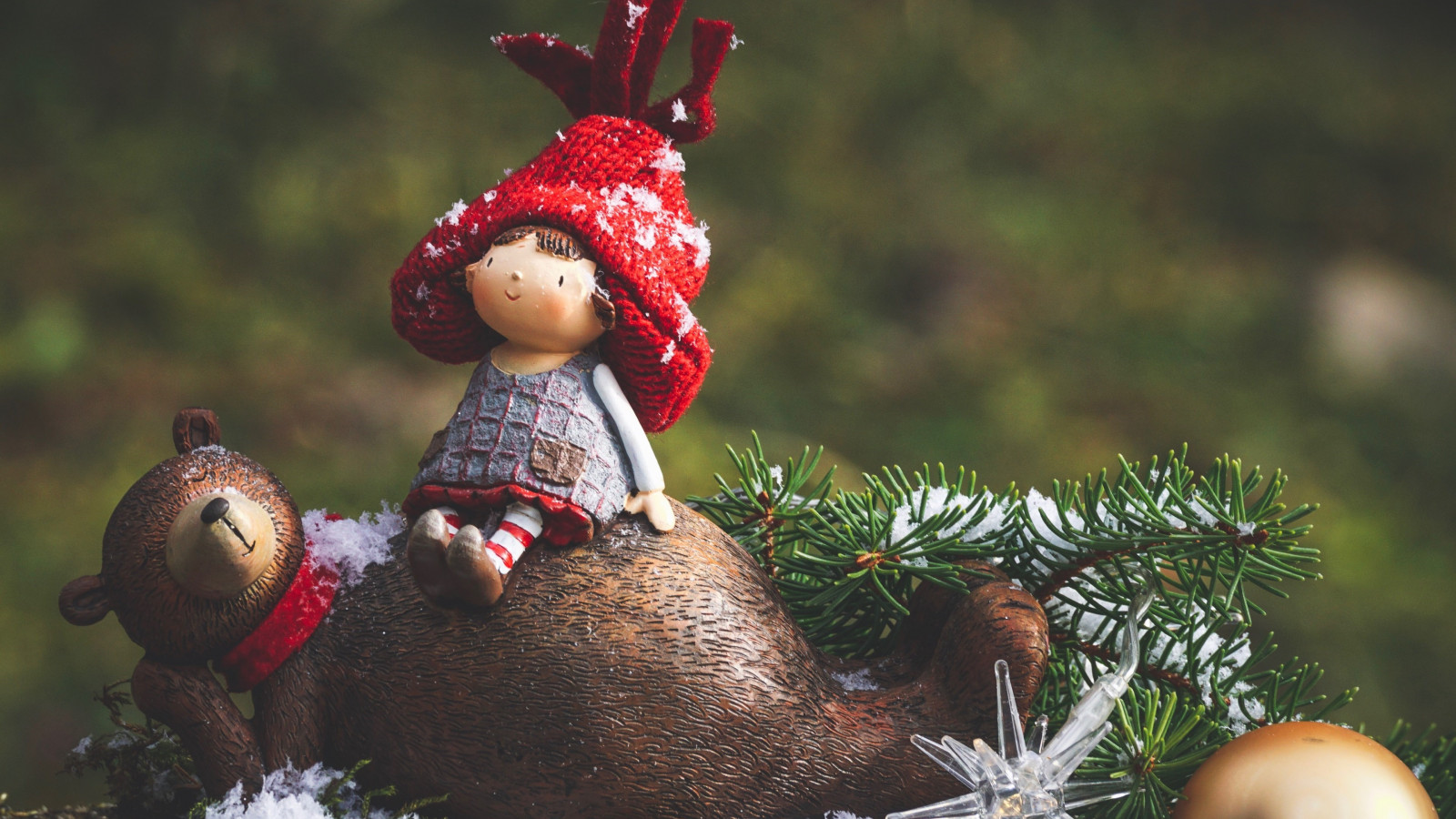 Cute Christmas decoration wallpaper 1600x900