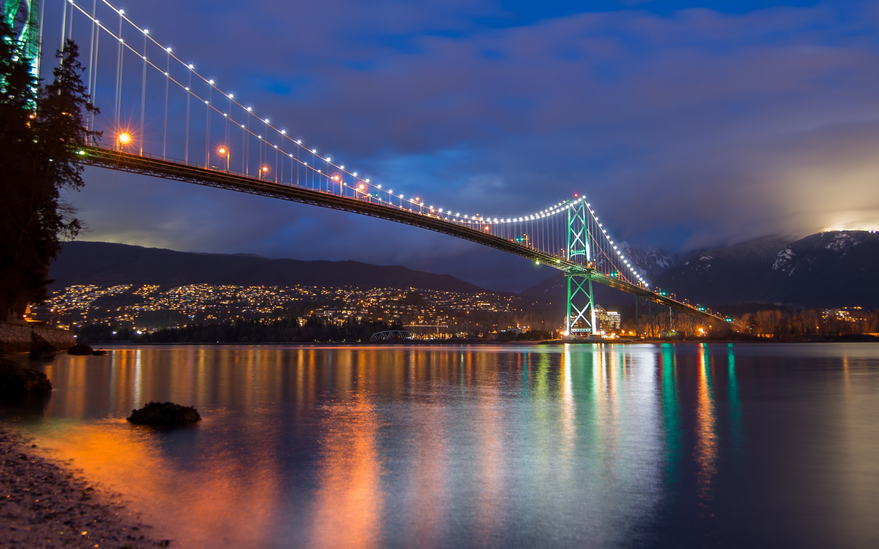 Lions Gate Bridge, Burrard Inlet, British Columbia wallpaper 2880x1800