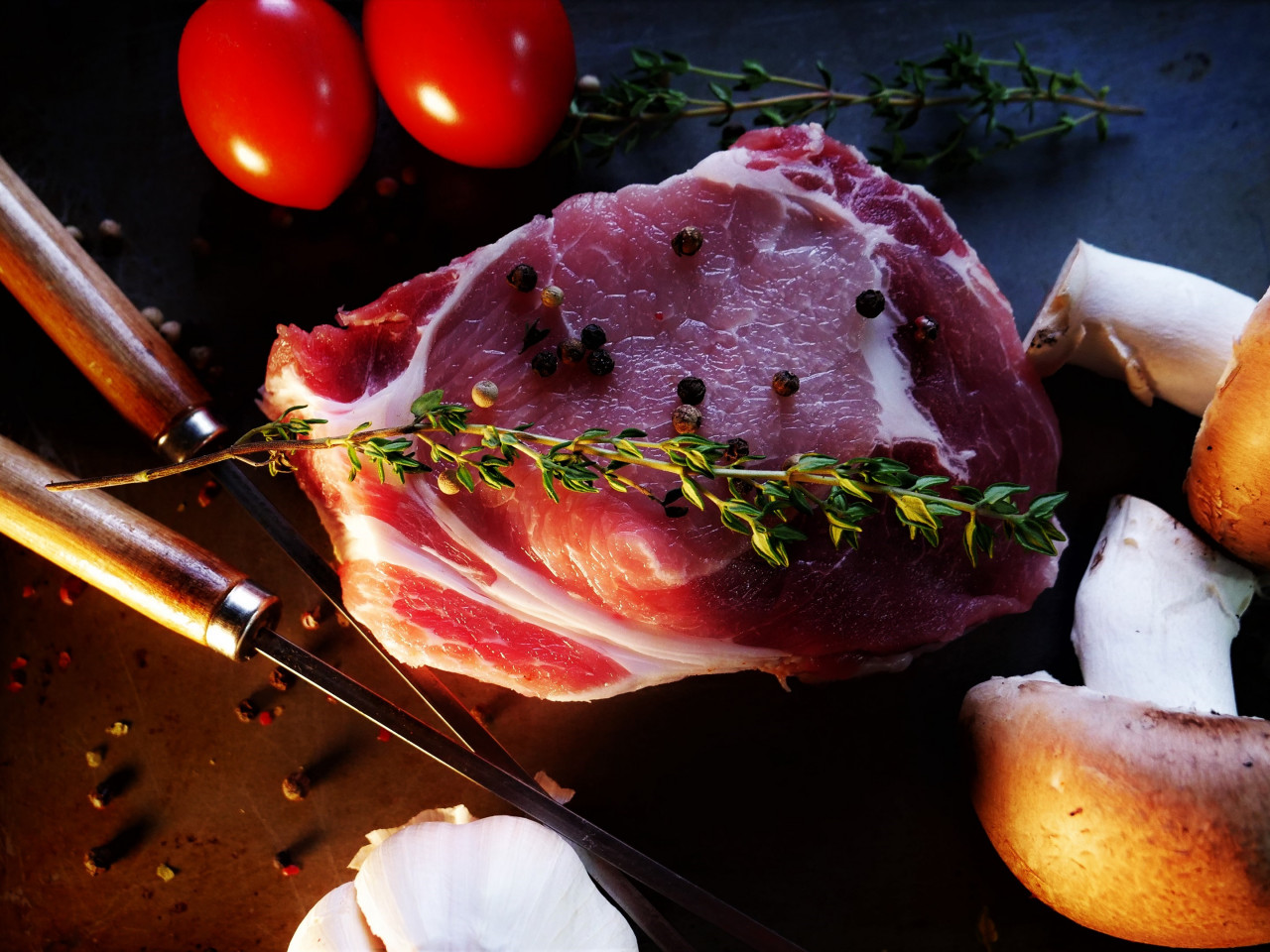 Ready for a tasty steak with mushrooms, tomatoes wallpaper 1280x960