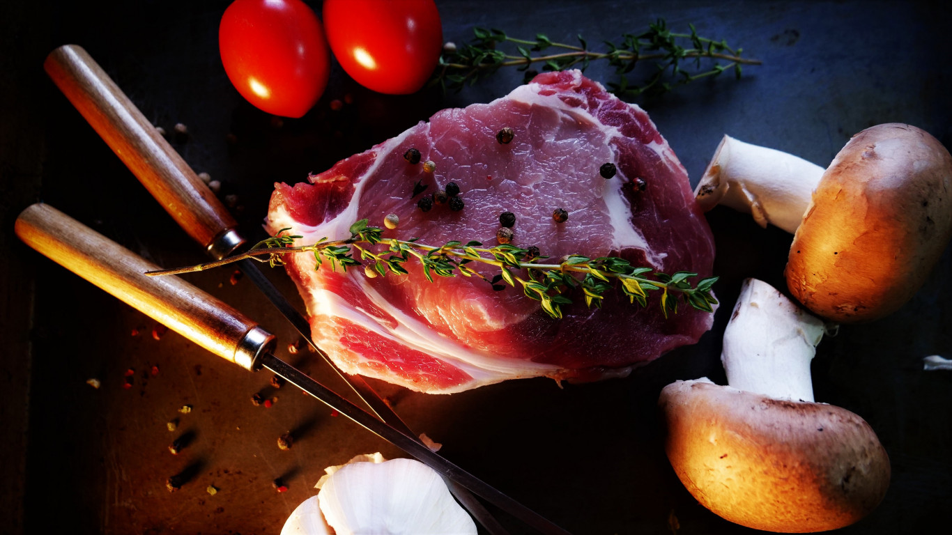 Ready for a tasty steak with mushrooms, tomatoes wallpaper 1366x768