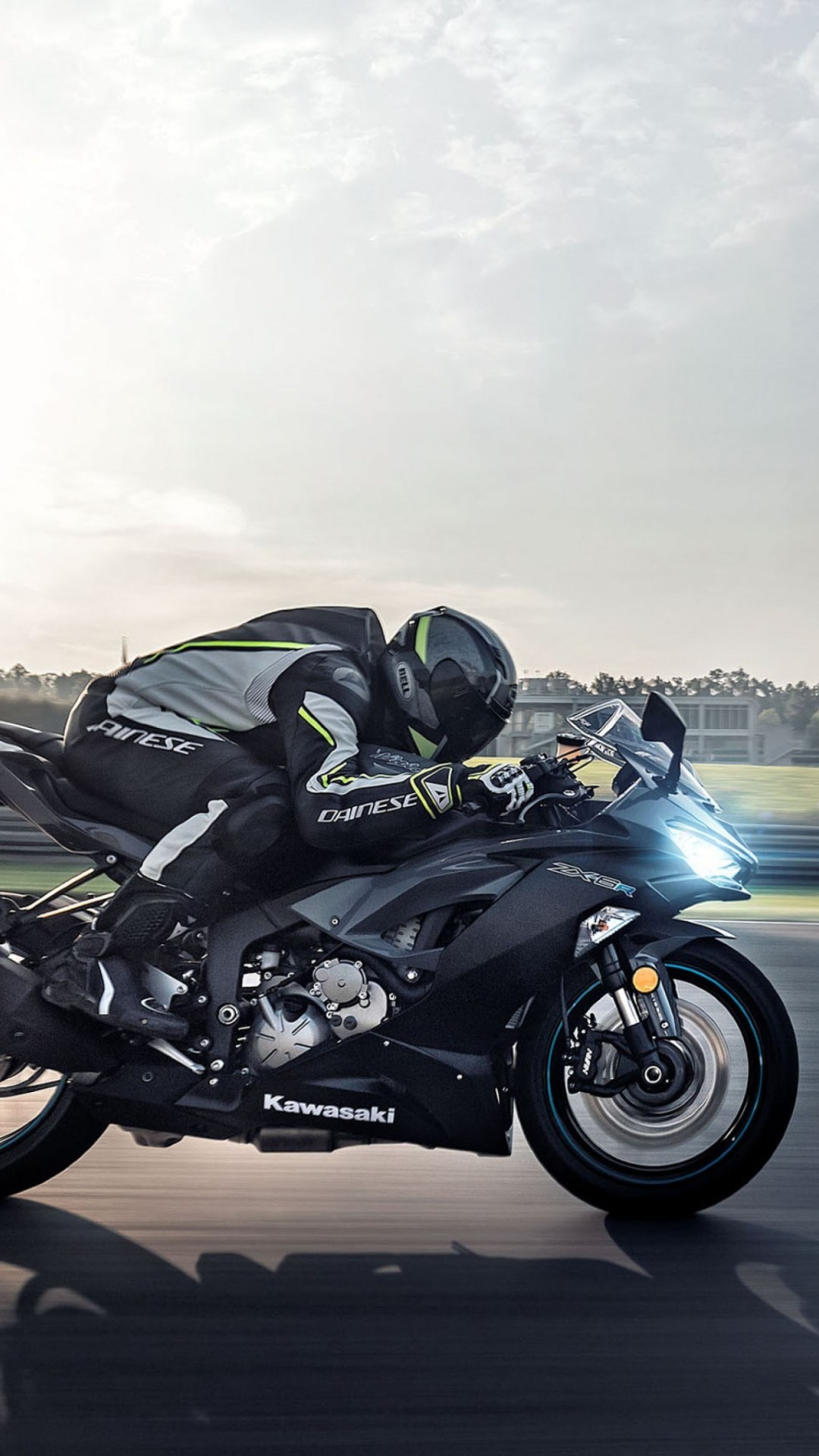 Kawasaki Ninja ZX 6R in motion wallpaper 1080x1920