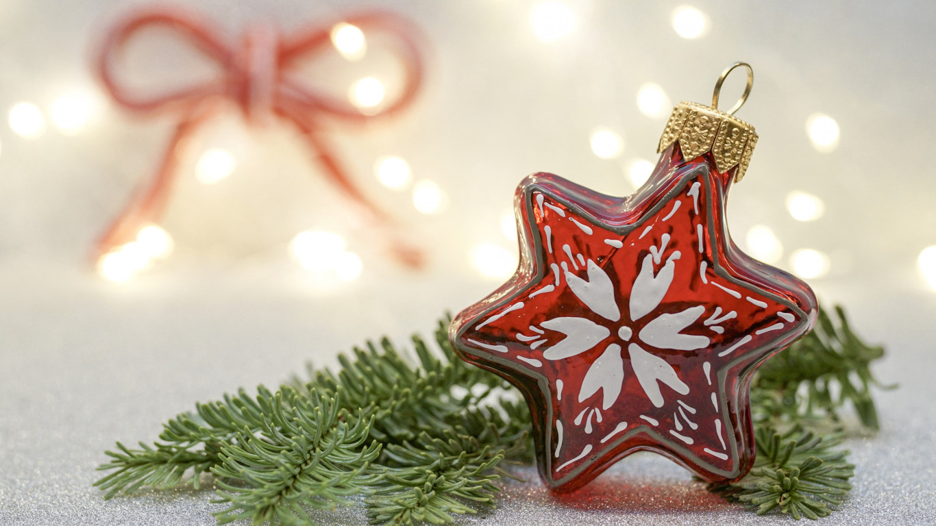 Download Wallpaper Christmas Decorations 1366x768