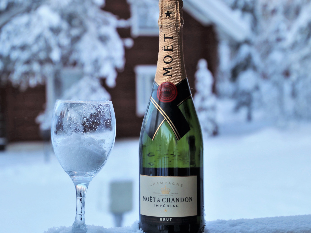 Moet champagne wallpaper 1280x960