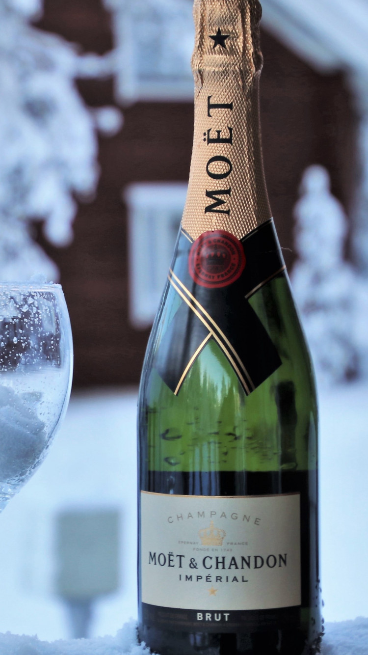 Moet champagne wallpaper 750x1334
