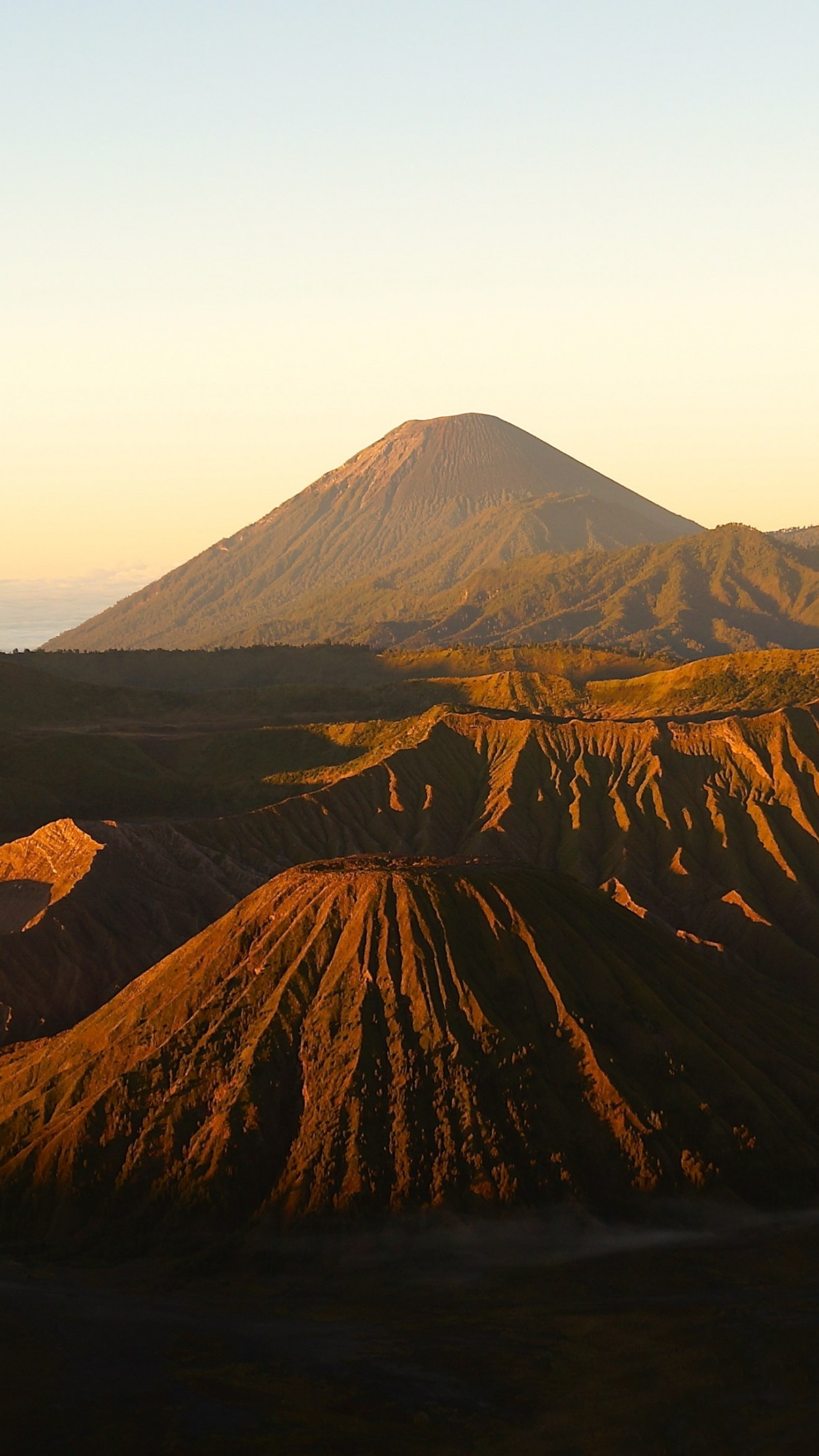 Active Volcanos from Mount Bromo wallpaper 1242x2208