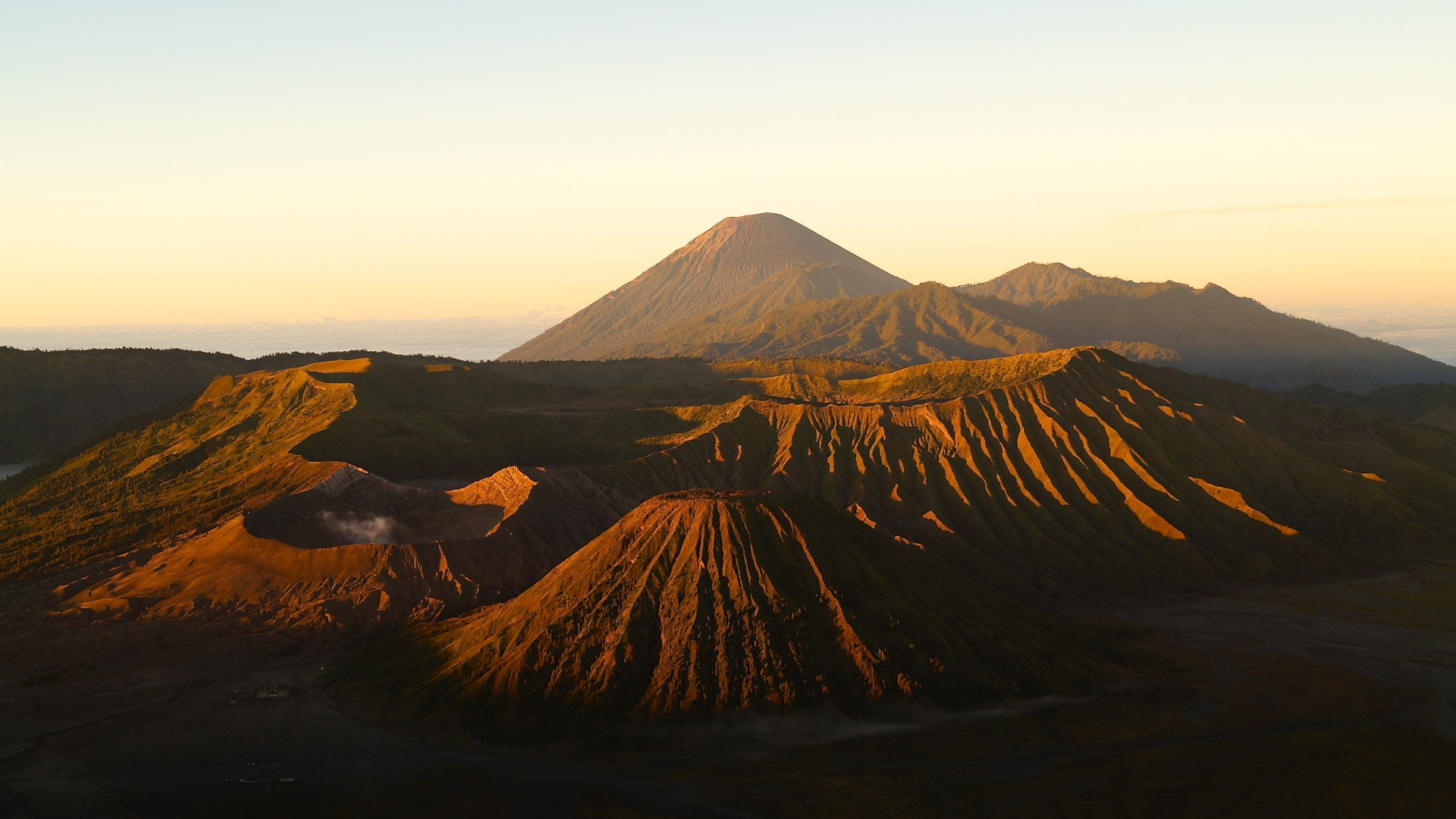 Active Volcanos from Mount Bromo wallpaper 1920x1080