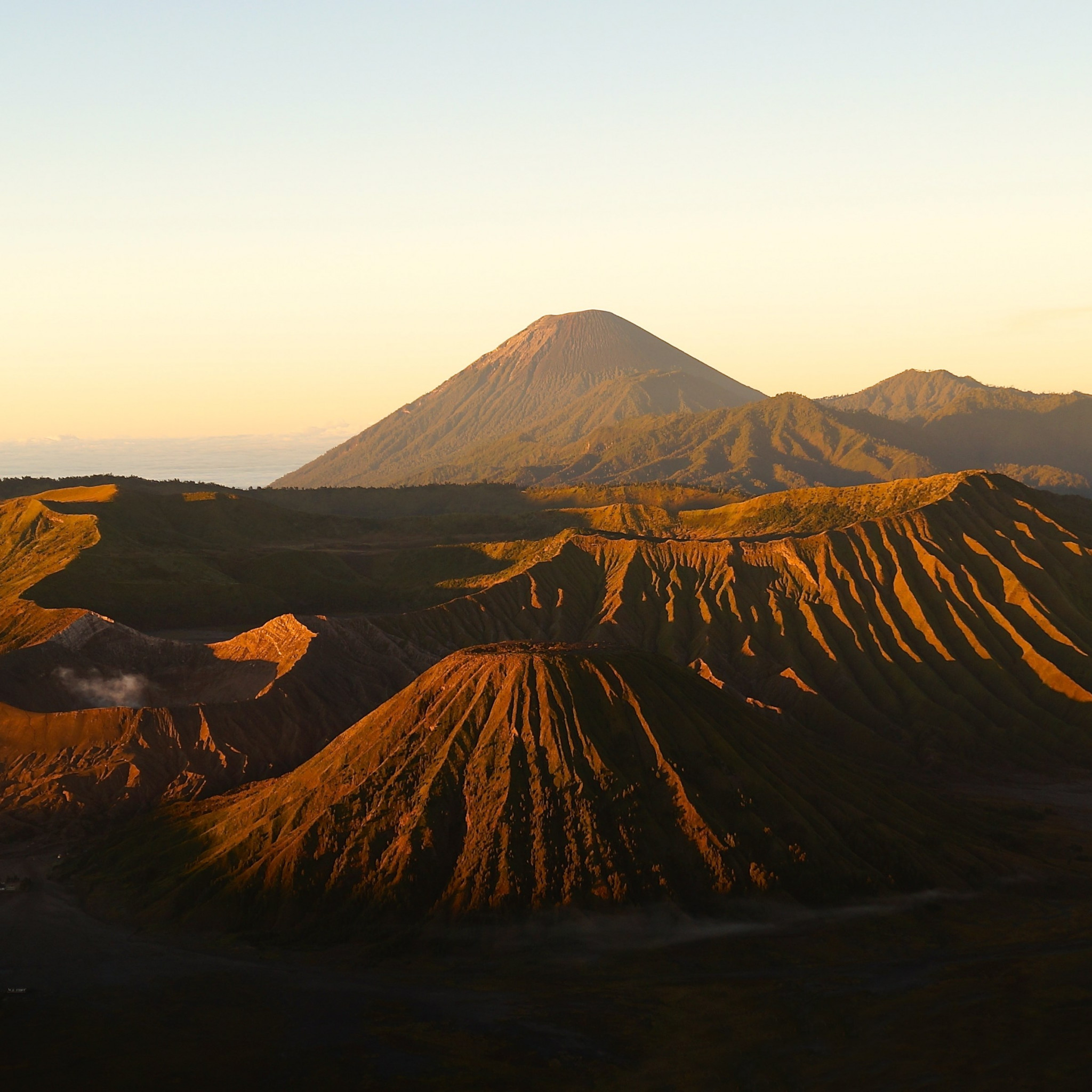 Active Volcanos from Mount Bromo wallpaper 2048x2048