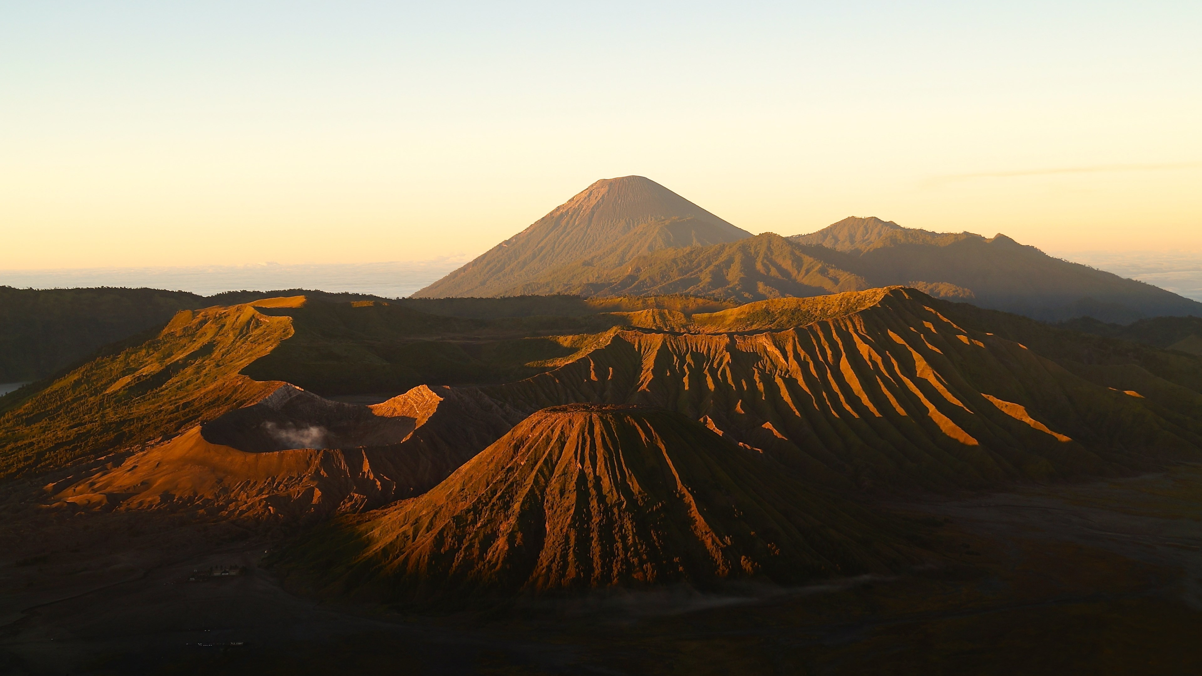 Active Volcanos from Mount Bromo wallpaper 3840x2160