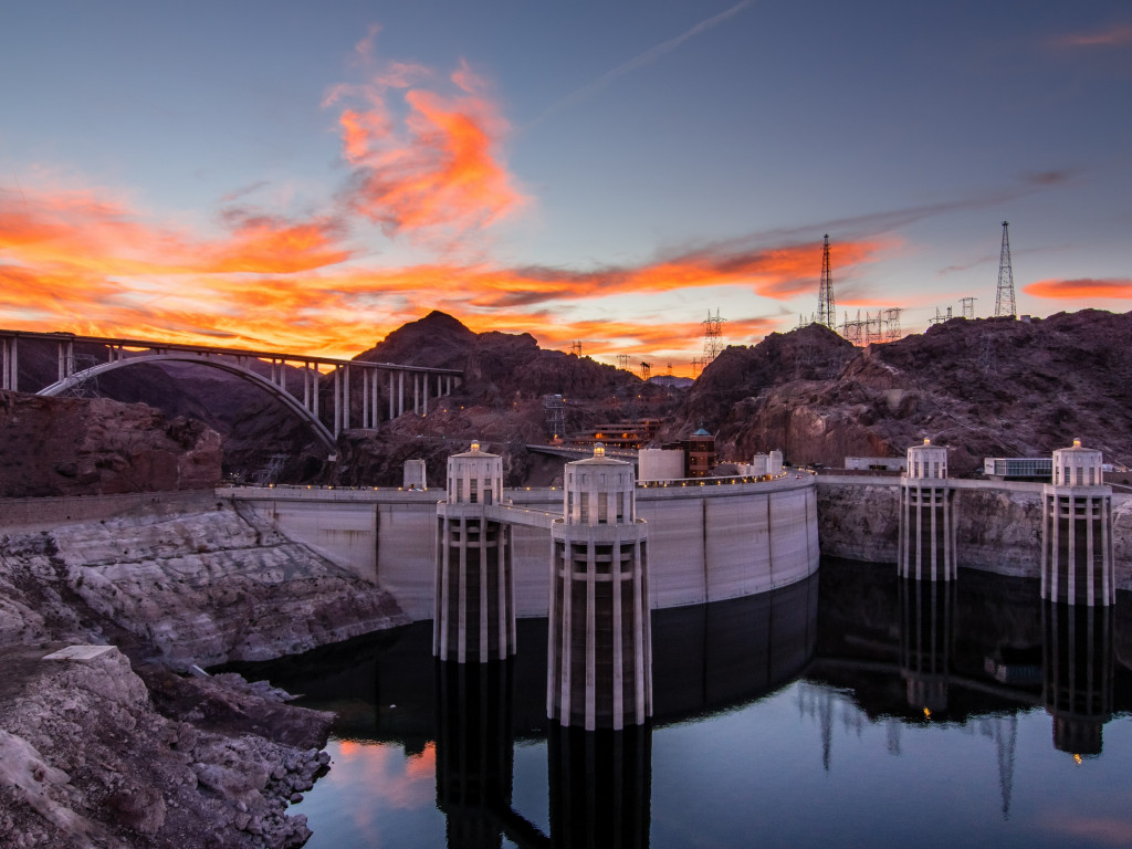 Hoover Dam at sunset wallpaper 1024x768
