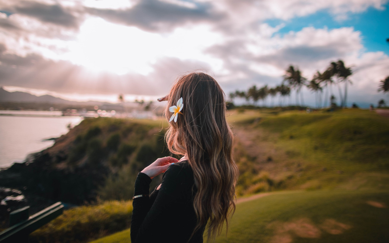 Beautiful girl in the hawaiian landscape wallpaper 1280x800