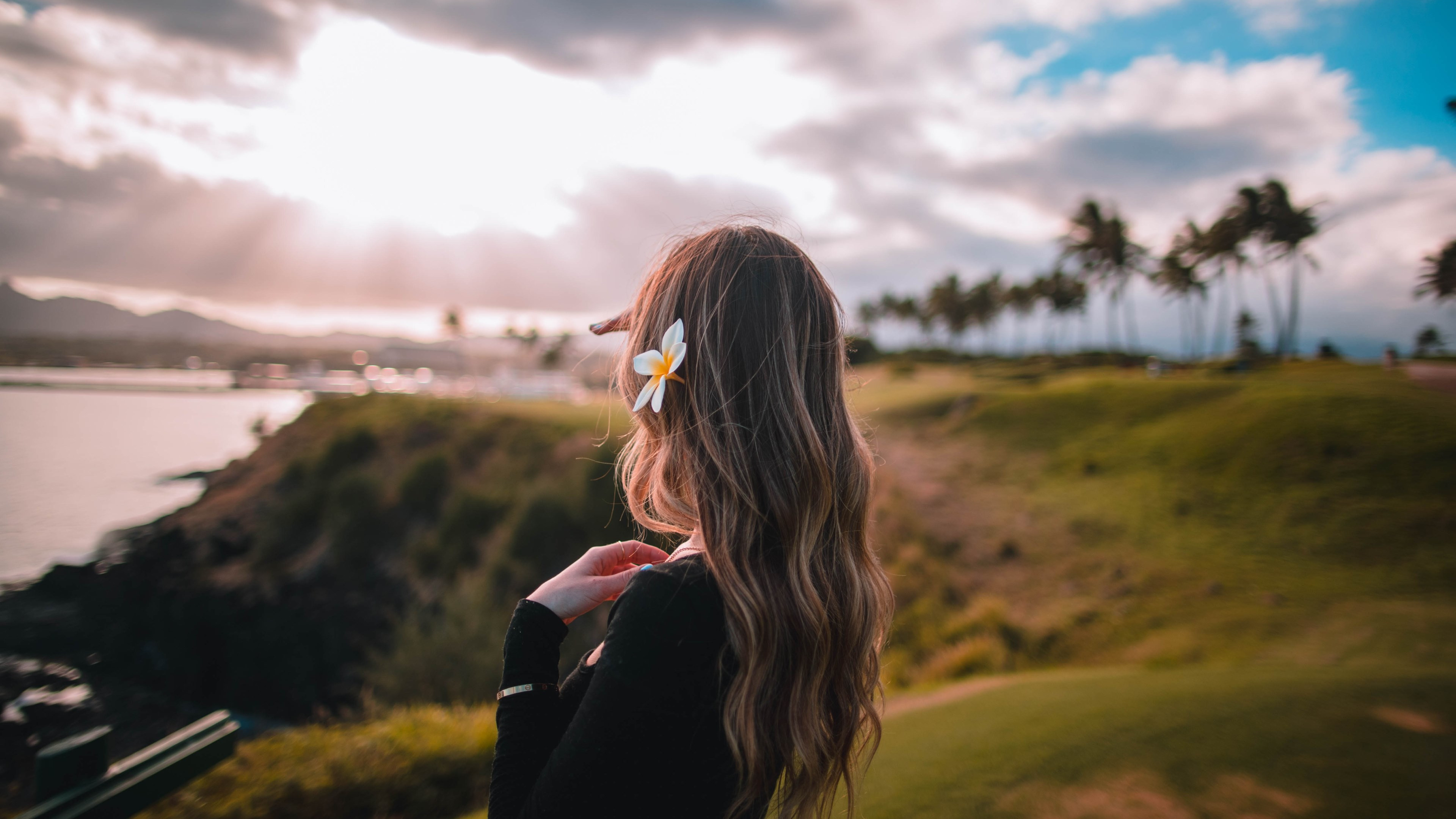 Beautiful girl in the hawaiian landscape wallpaper 3840x2160