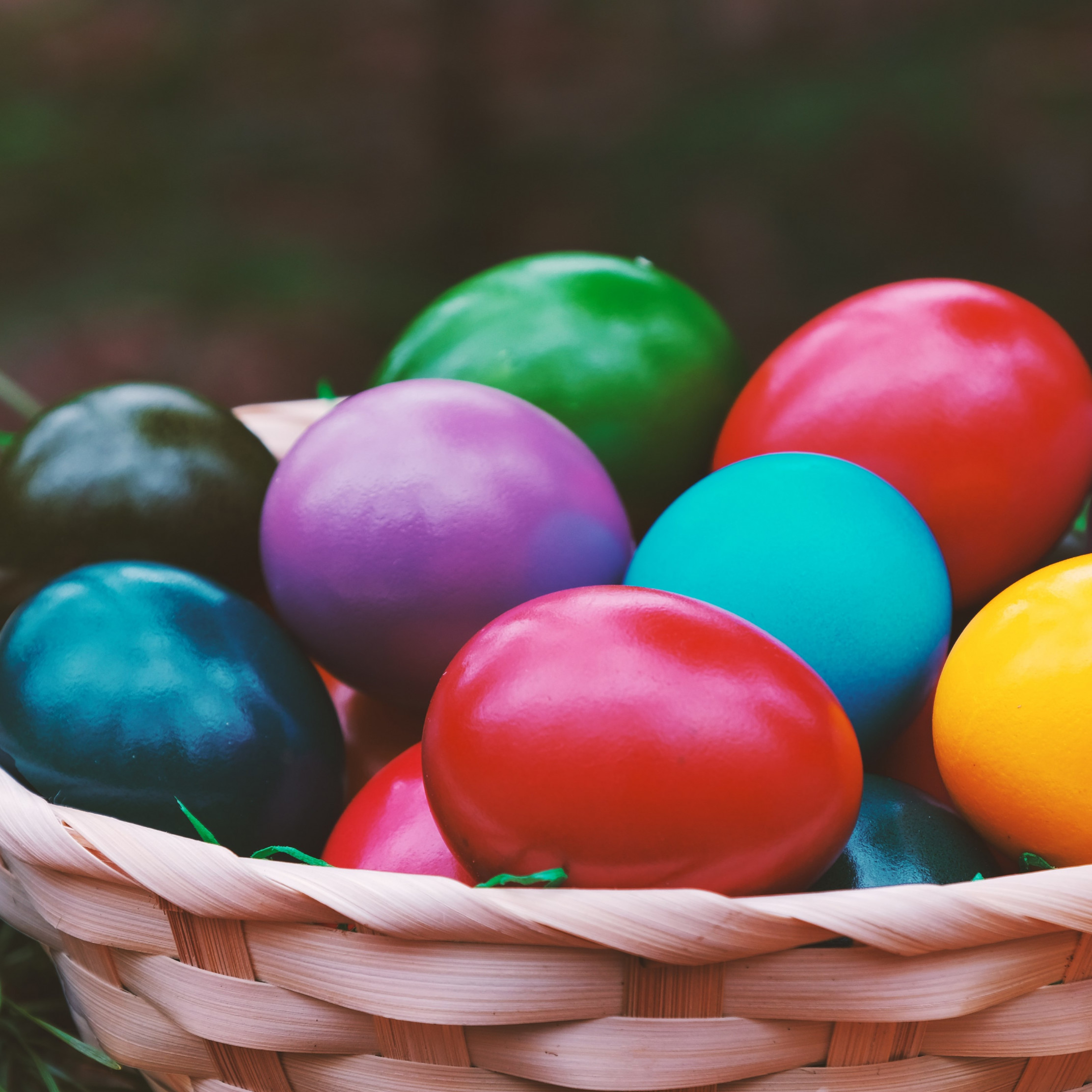 Easter eggs basket wallpaper 2224x2224