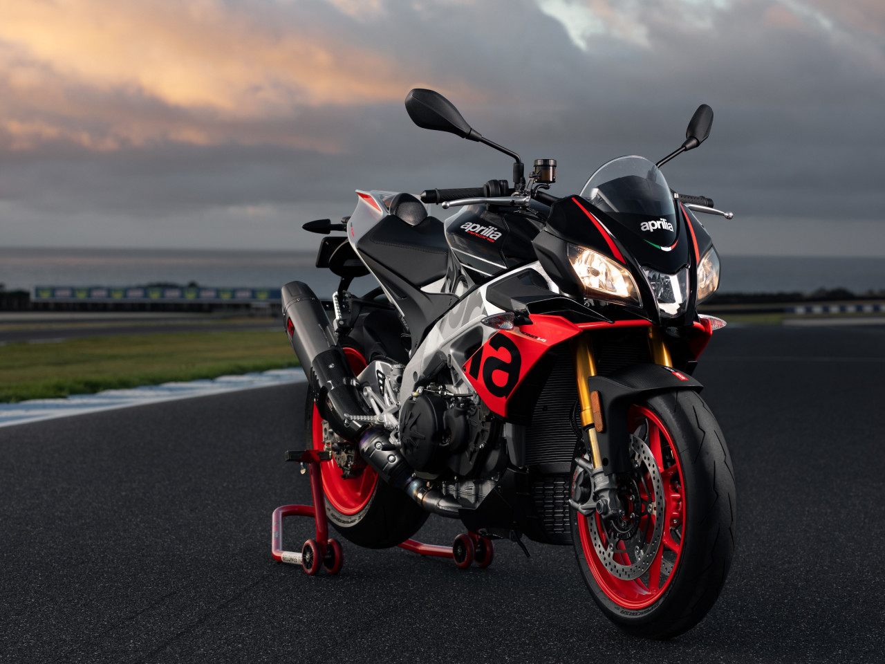 Aprilia Tuono V4 1100 Factory wallpaper 1280x960