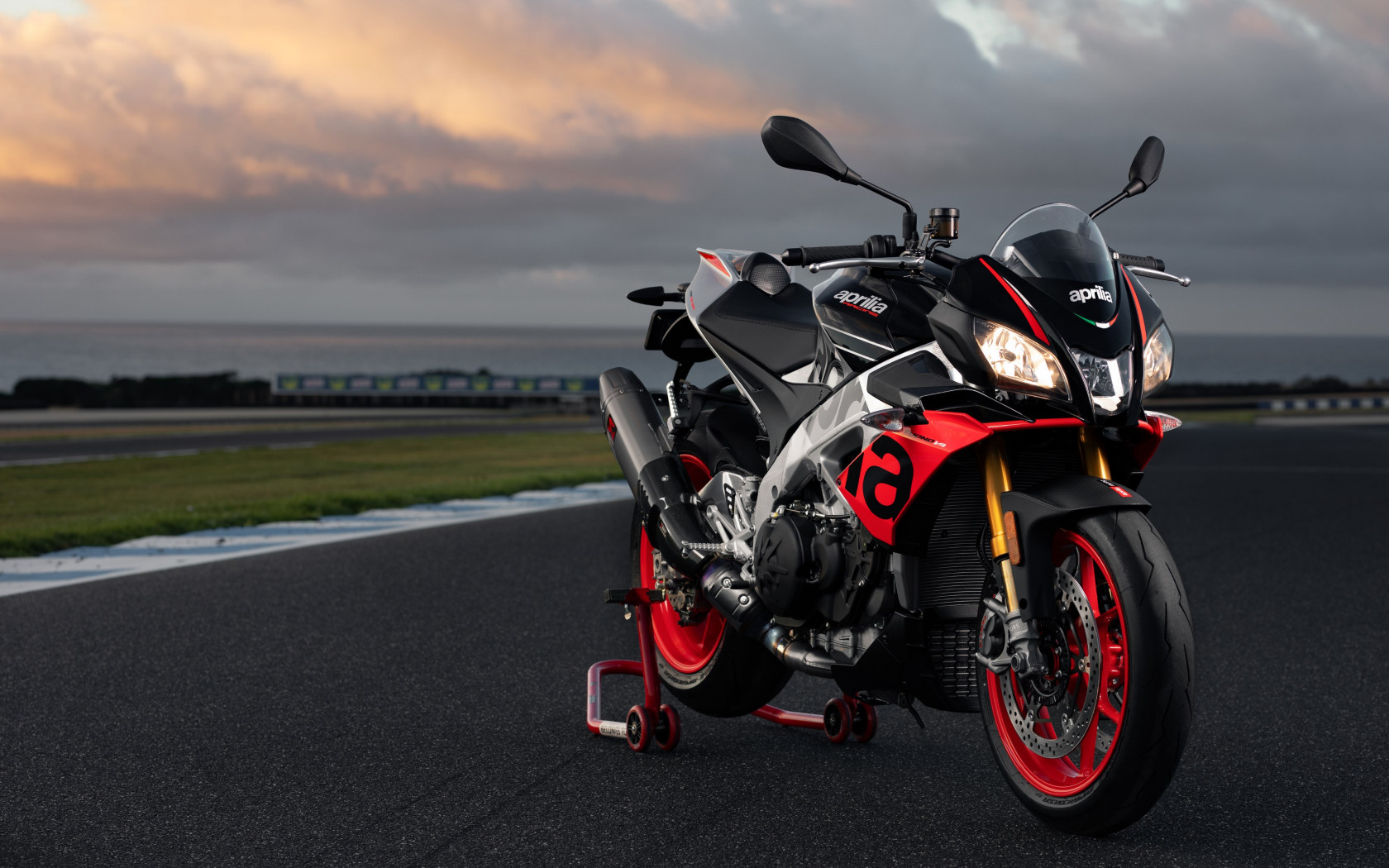 Aprilia Tuono V4 1100 Factory wallpaper 1680x1050