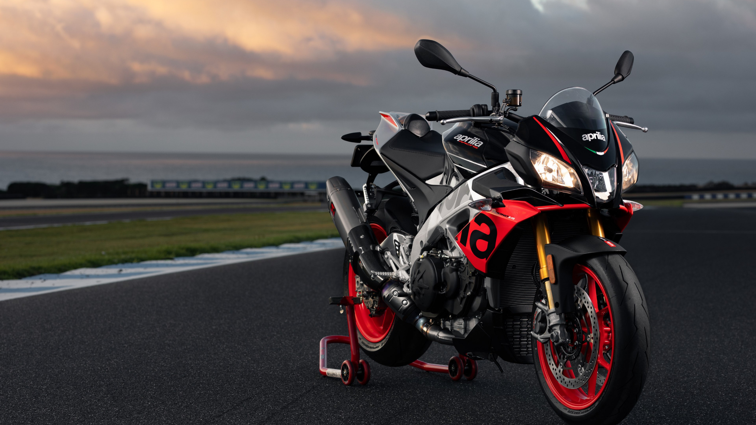 Aprilia Tuono V4 1100 Factory wallpaper 2560x1440