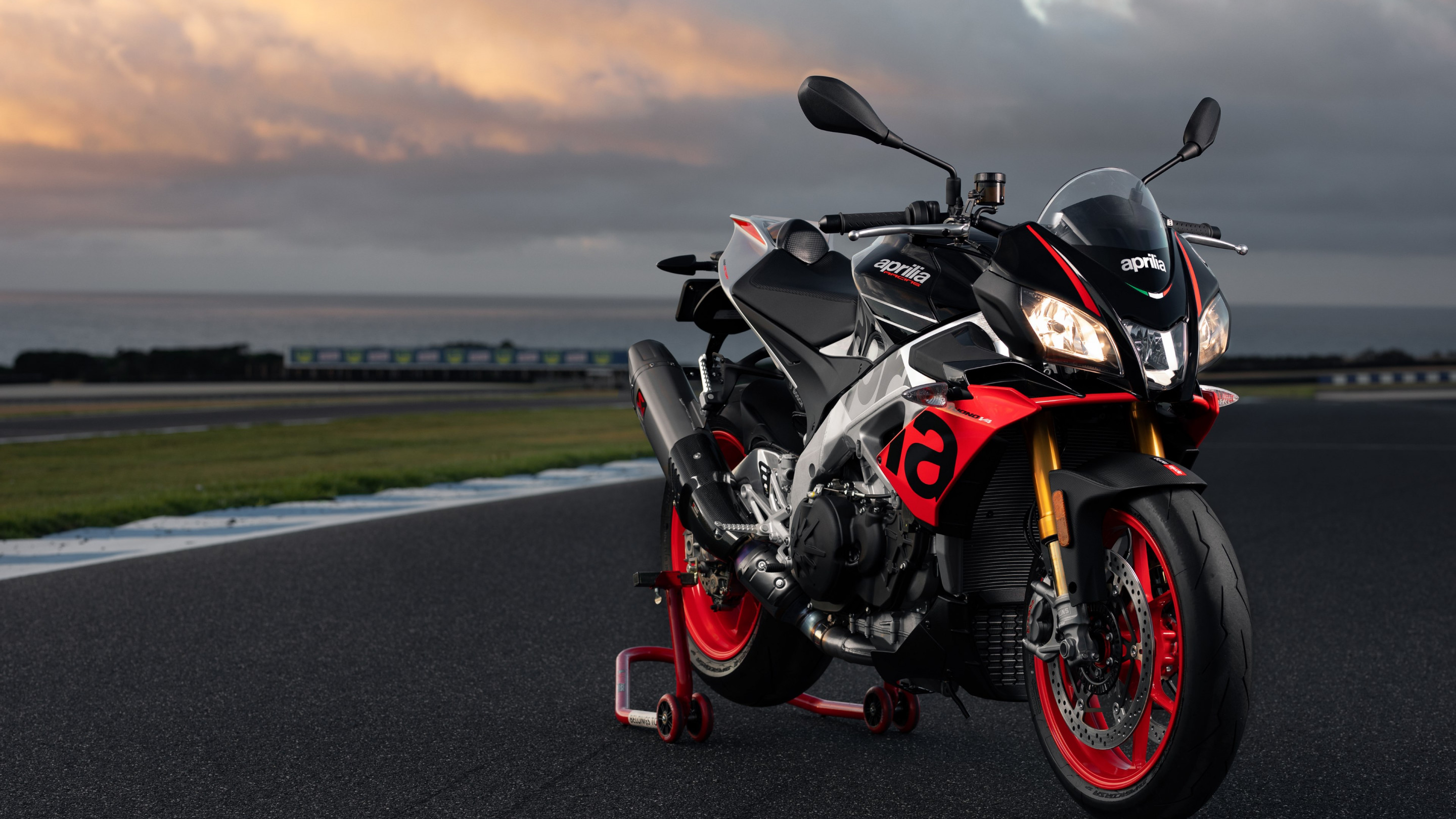 Aprilia Tuono V4 1100 Factory wallpaper 2880x1620
